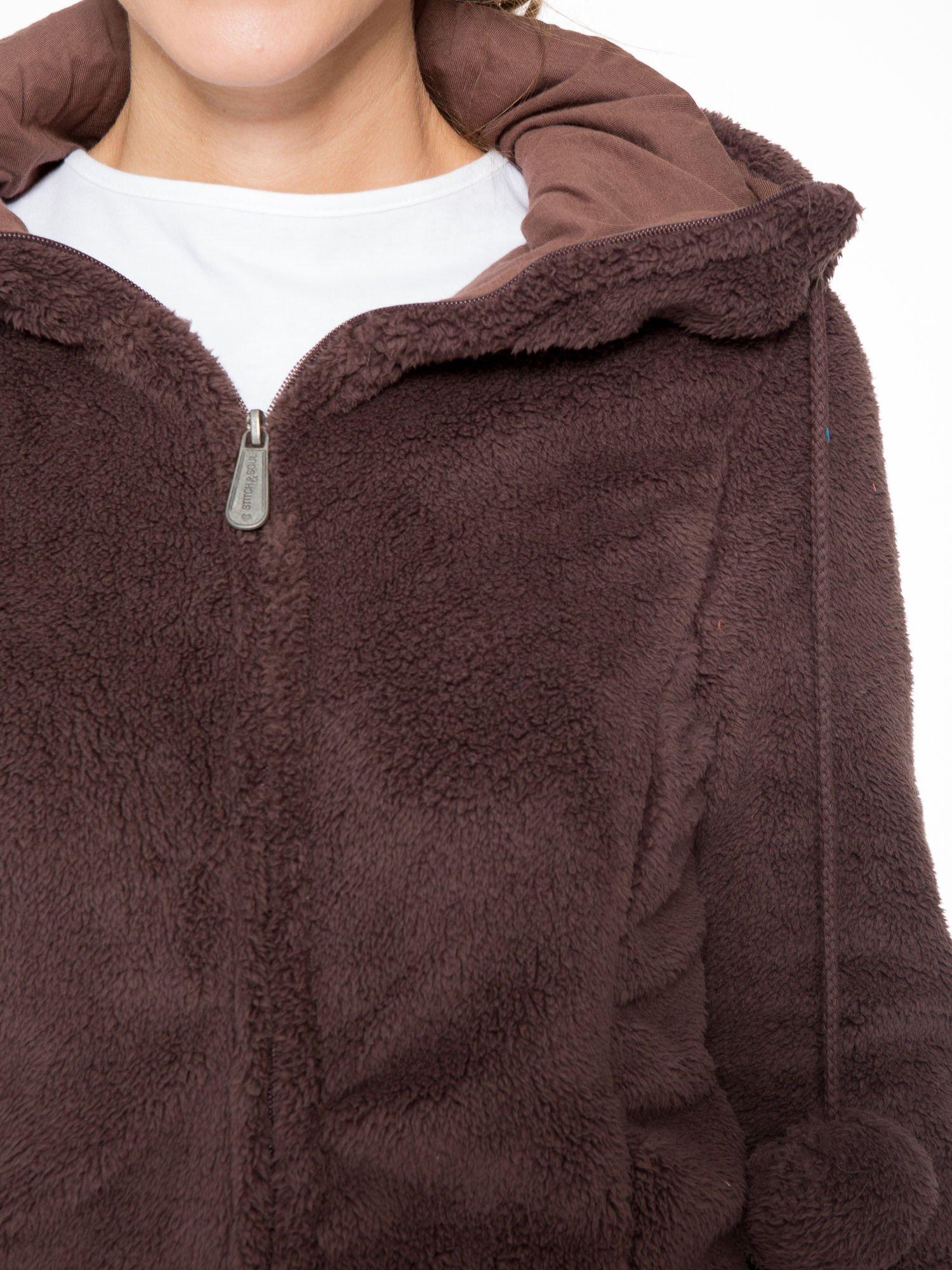 Ciemnobrązowa polarowa bluza miś z kapturem z uszkami i pomponami                                  zdj.                                  7
