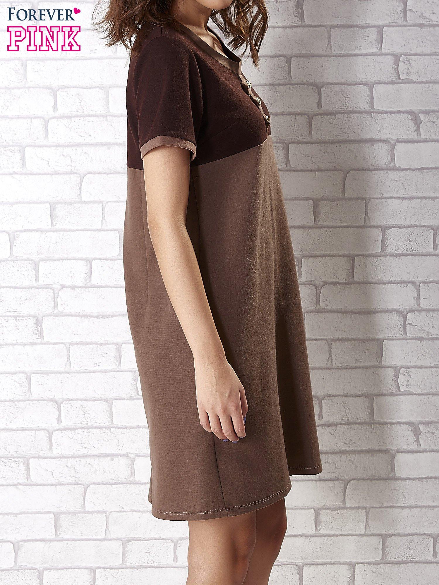 Ciemnobrązowa sukienka ze złotymi guzikami                                  zdj.                                  3