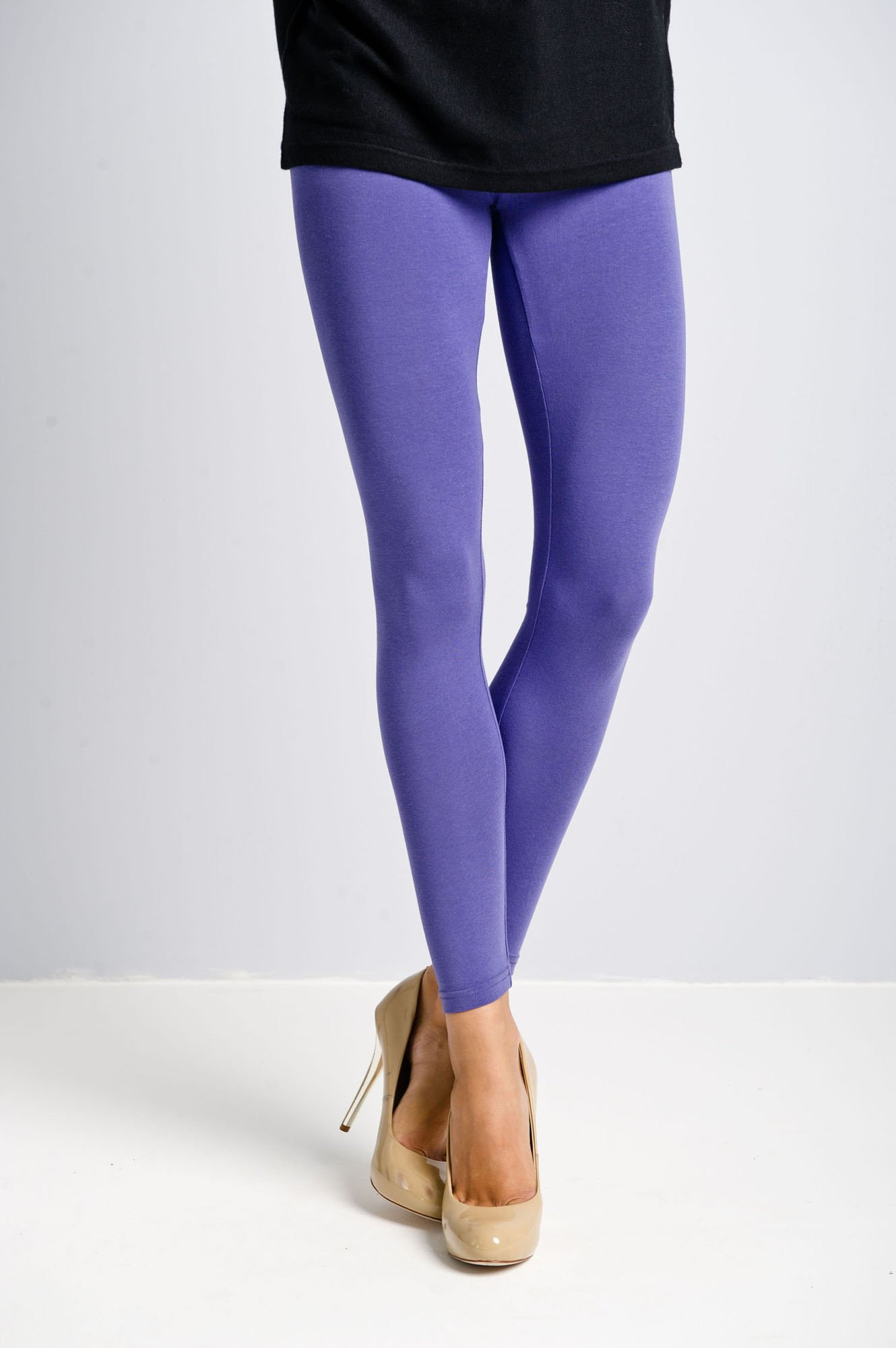 Ciemnofioletowe legginsy bawełniane z gumką w pasie                                  zdj.                                  4