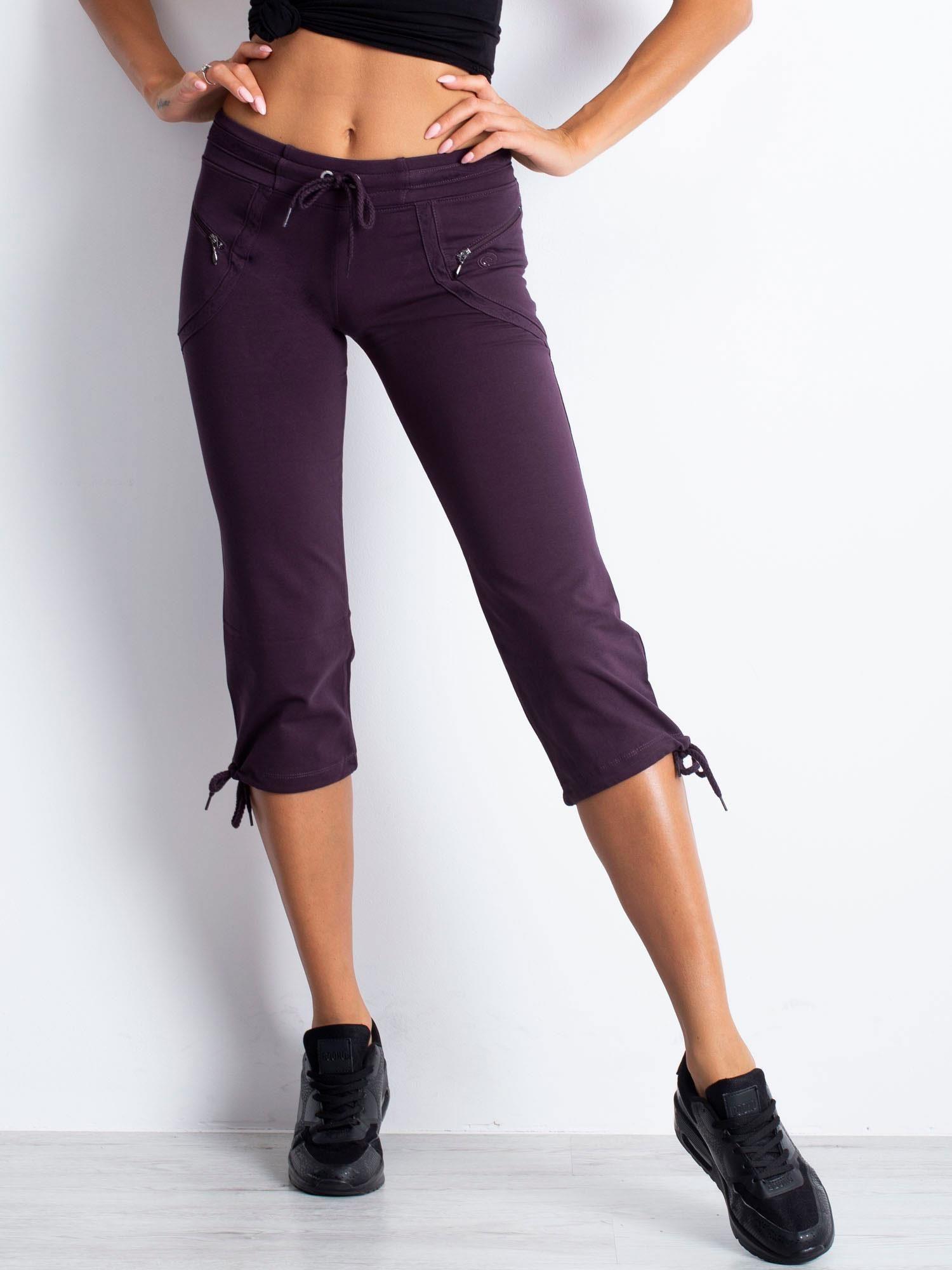 Ciemnofioletowe spodnie dresowe capri z kieszeniami na suwak                                  zdj.                                  4