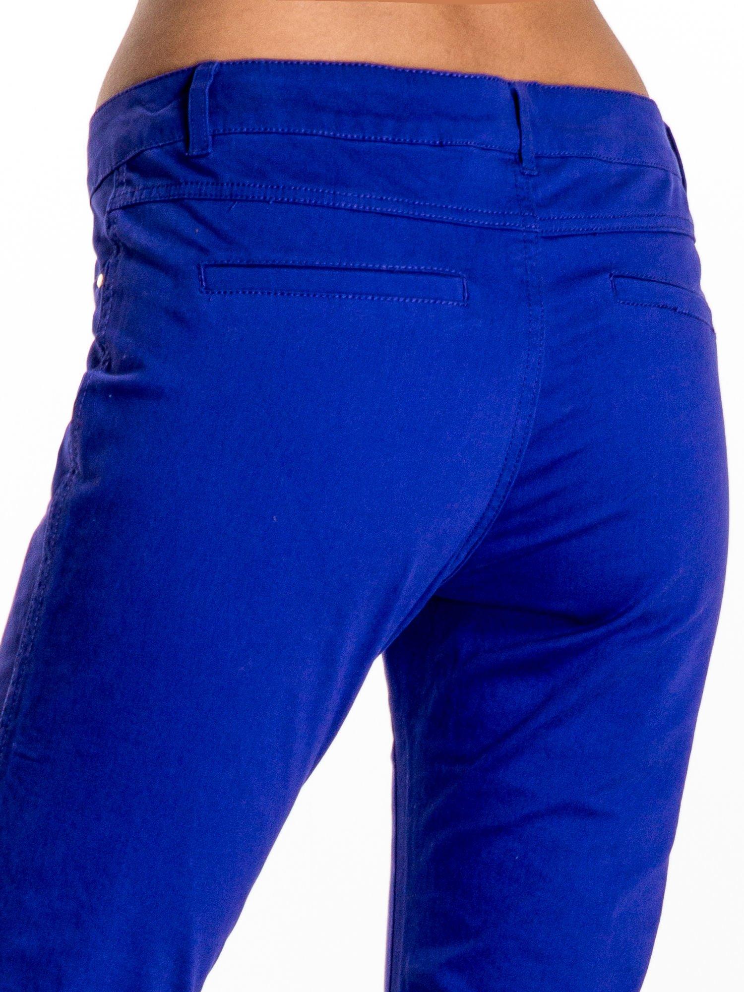 Ciemnofioletowe spodnie materiałowe w stylu chinos                                  zdj.                                  6