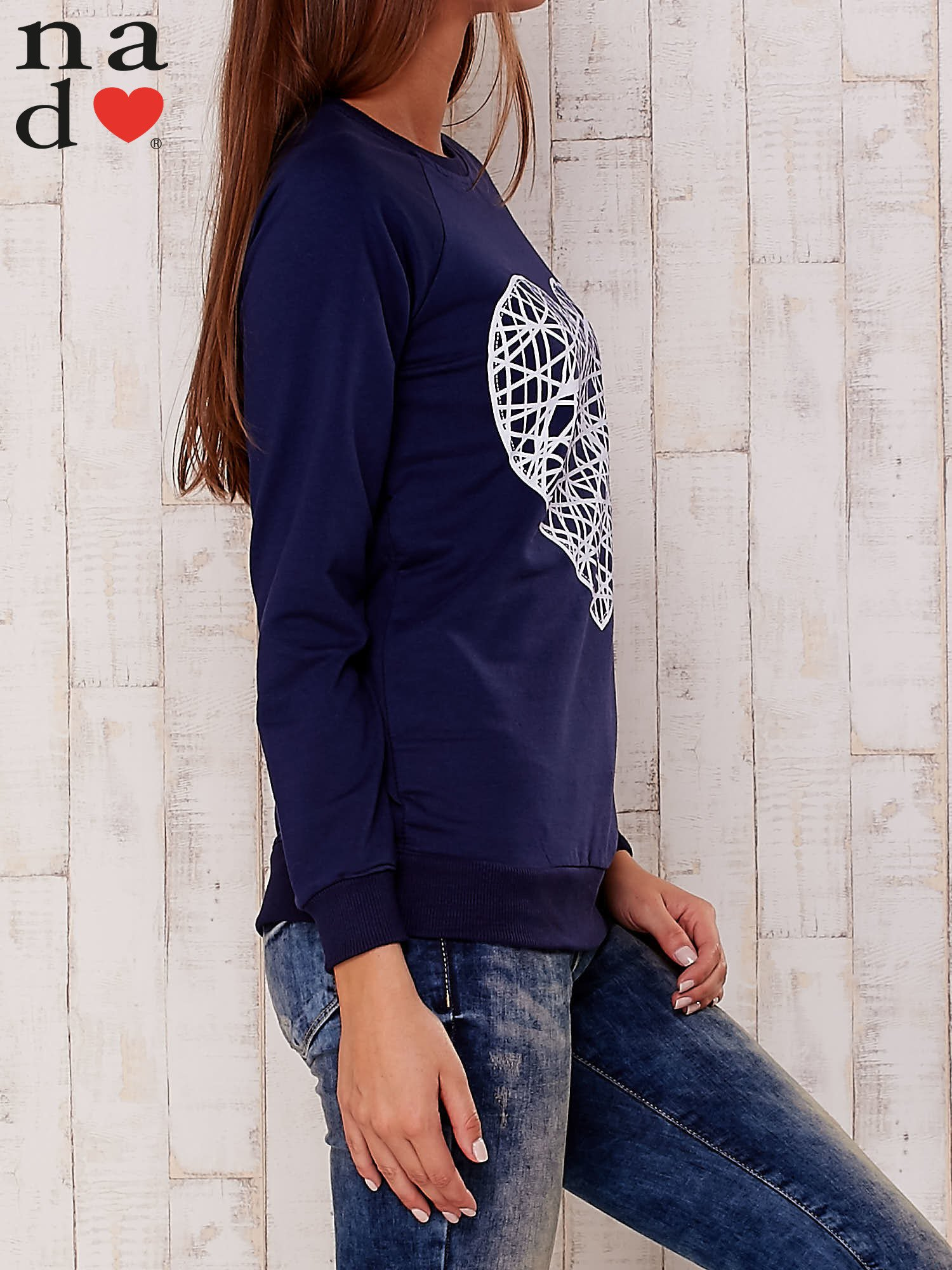 Ciemnoniebieska bluza z nadrukiem serca                                  zdj.                                  3