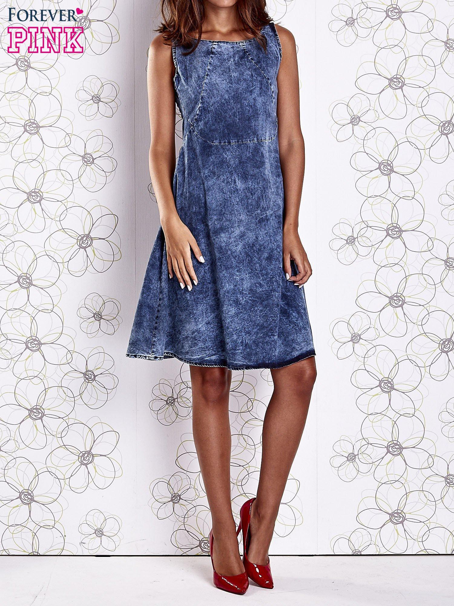 Ciemnoniebieska rozkloszowana dekatyzowana sukienka                                  zdj.                                  9