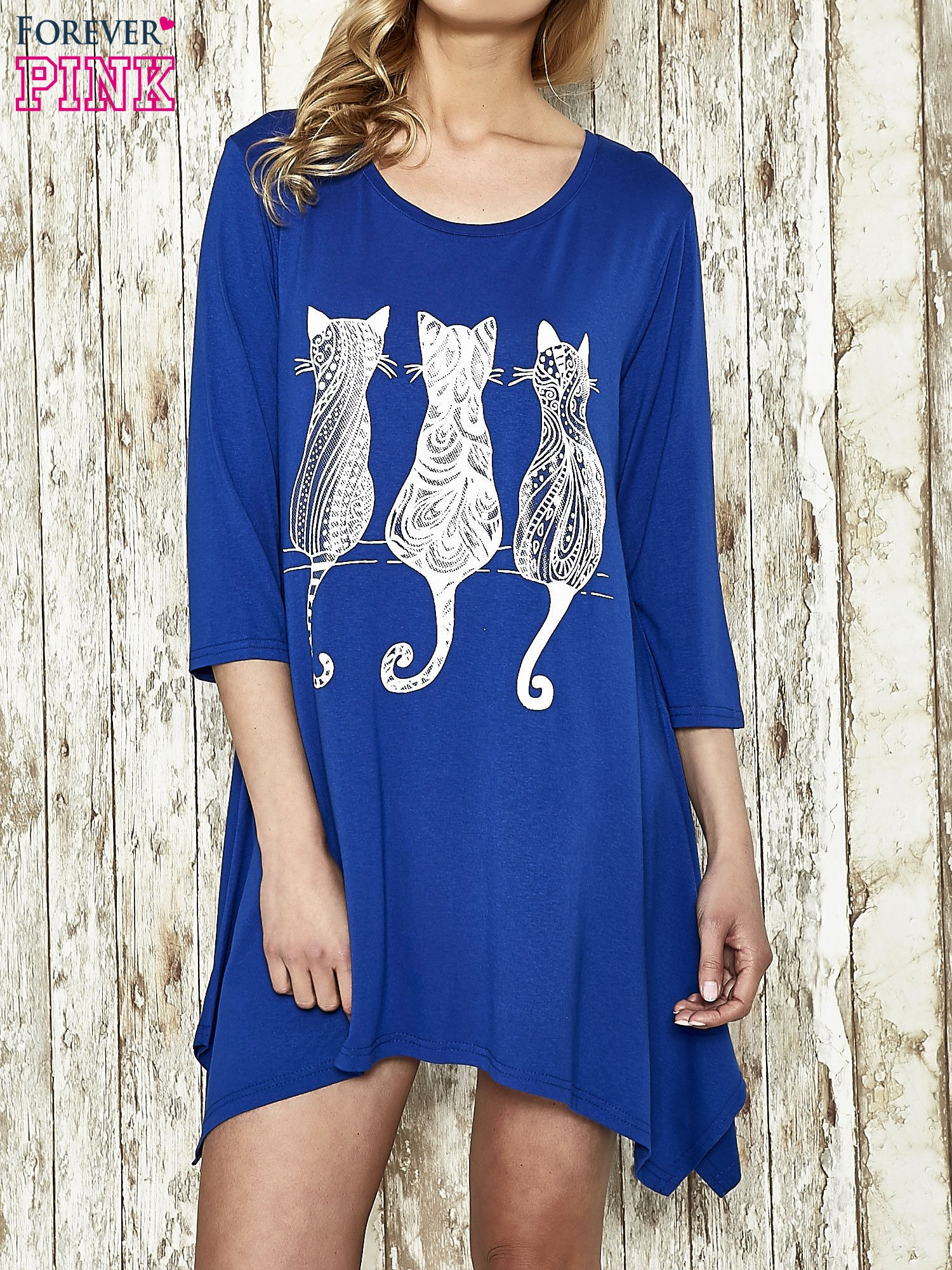 Ciemnoniebieska sukienka damska z nadrukiem kotów                                  zdj.                                  1