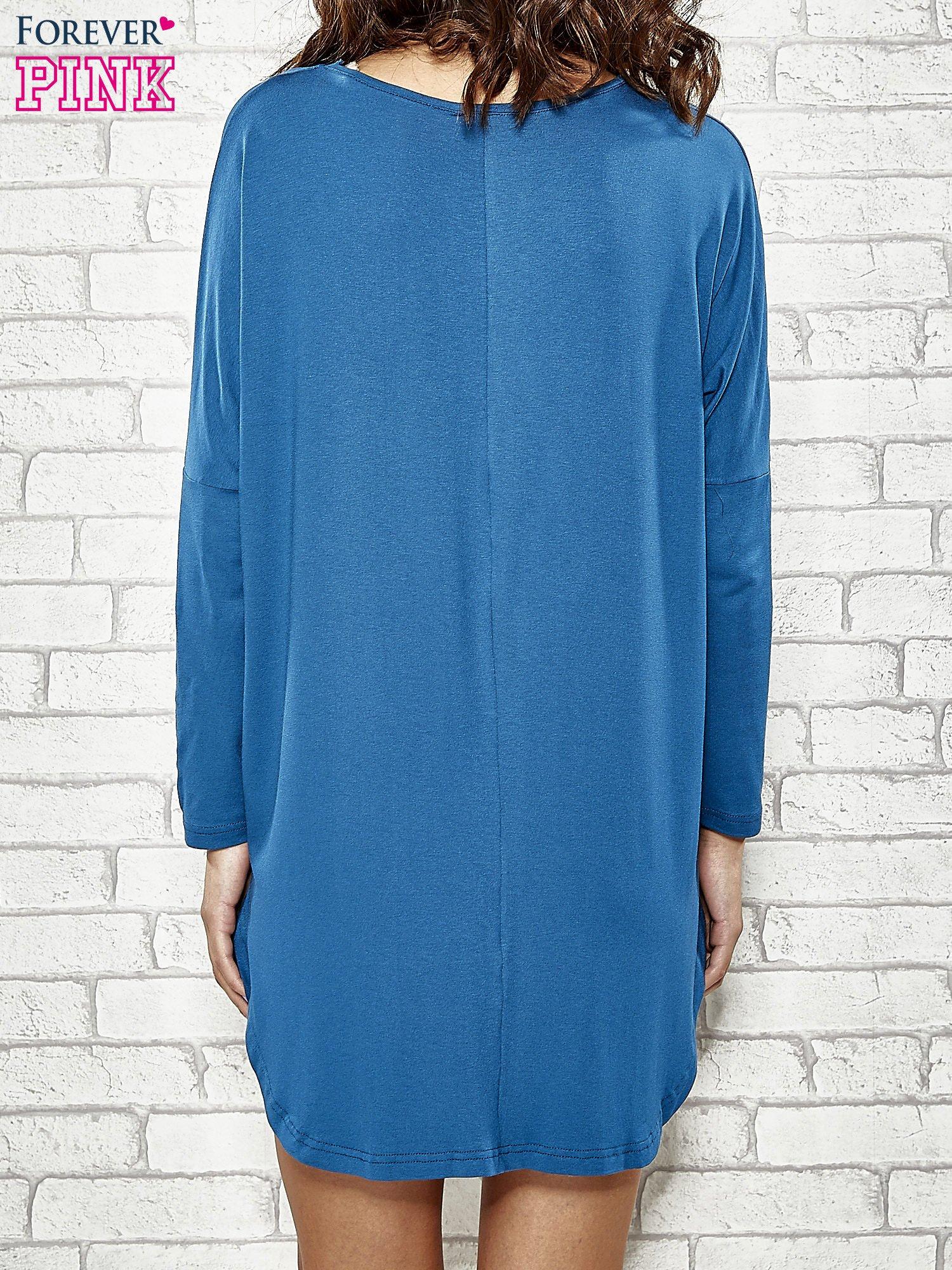 Ciemnoniebieska sukienka z rozporkami po bokach                                  zdj.                                  4