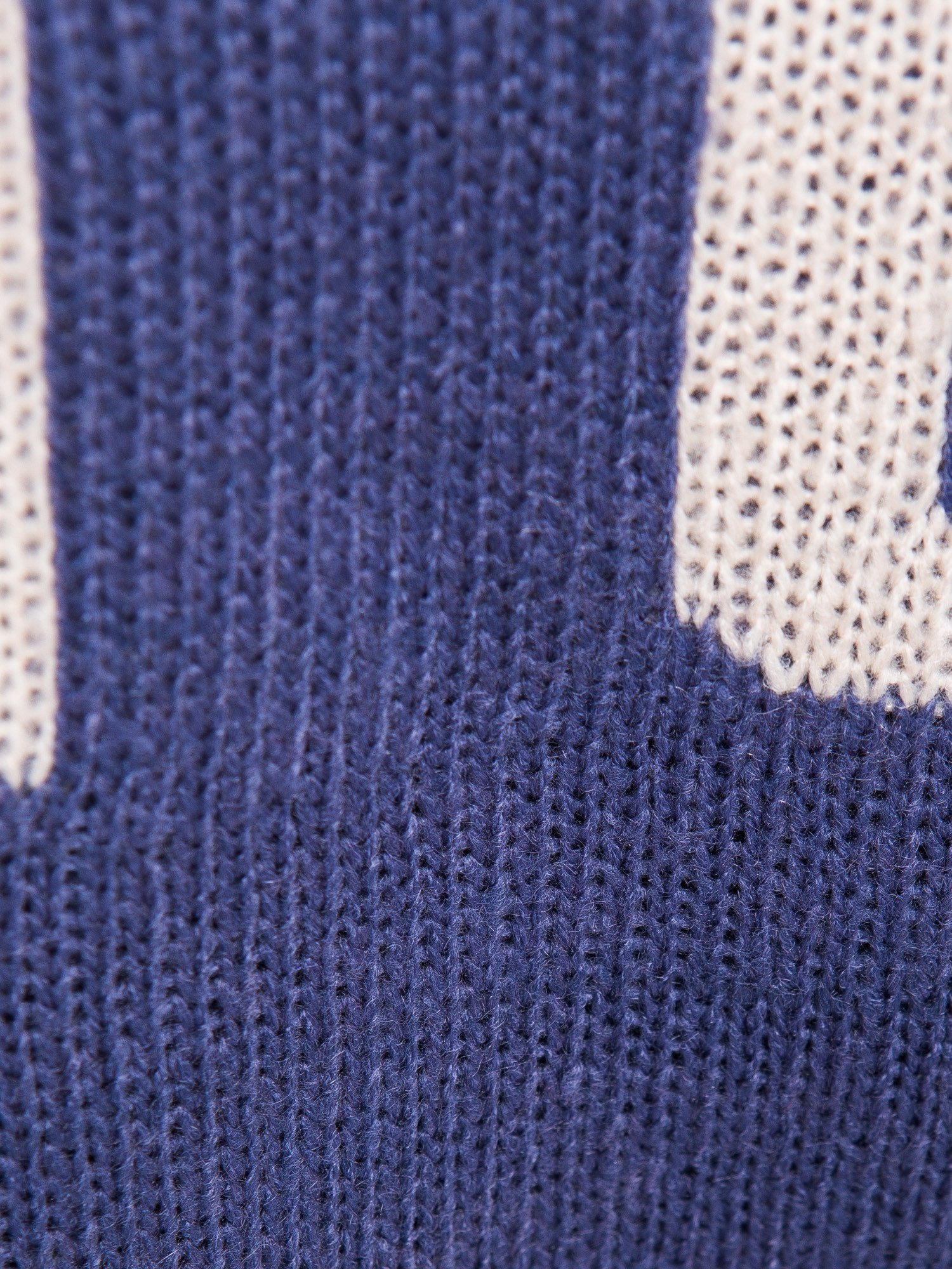 Ciemnoniebieski sweter z sercem i napisem YOU                                  zdj.                                  5