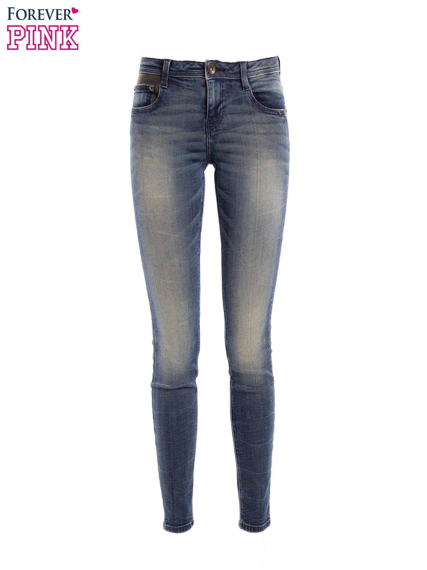 Ciemnoniebieskie jeansy rurki z ozdobną tylną kieszenią ze skóry                                  zdj.                                  2