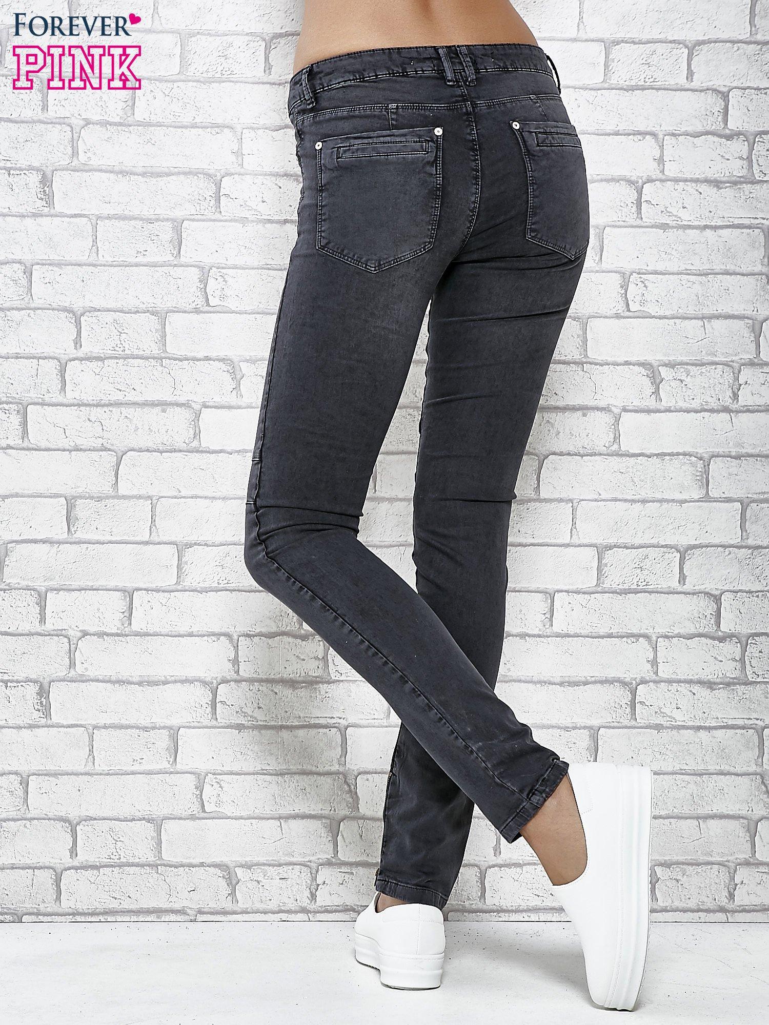 Ciemnoniebieskie skinny jeans z przeszyciami i suwakami                                  zdj.                                  3