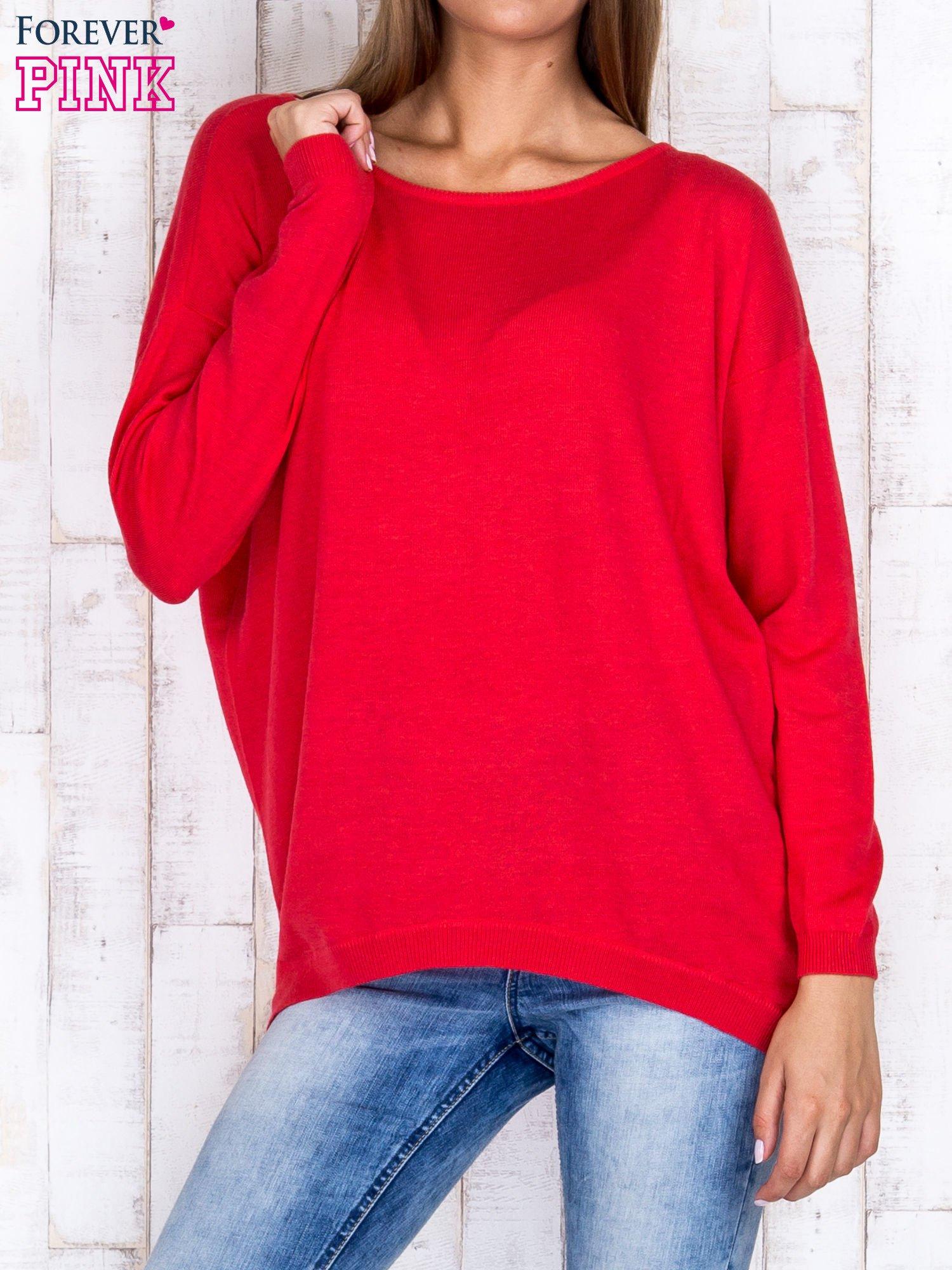Ciemnoróżowy nietoperzowy sweter oversize z dłuższym tyłem                                  zdj.                                  1