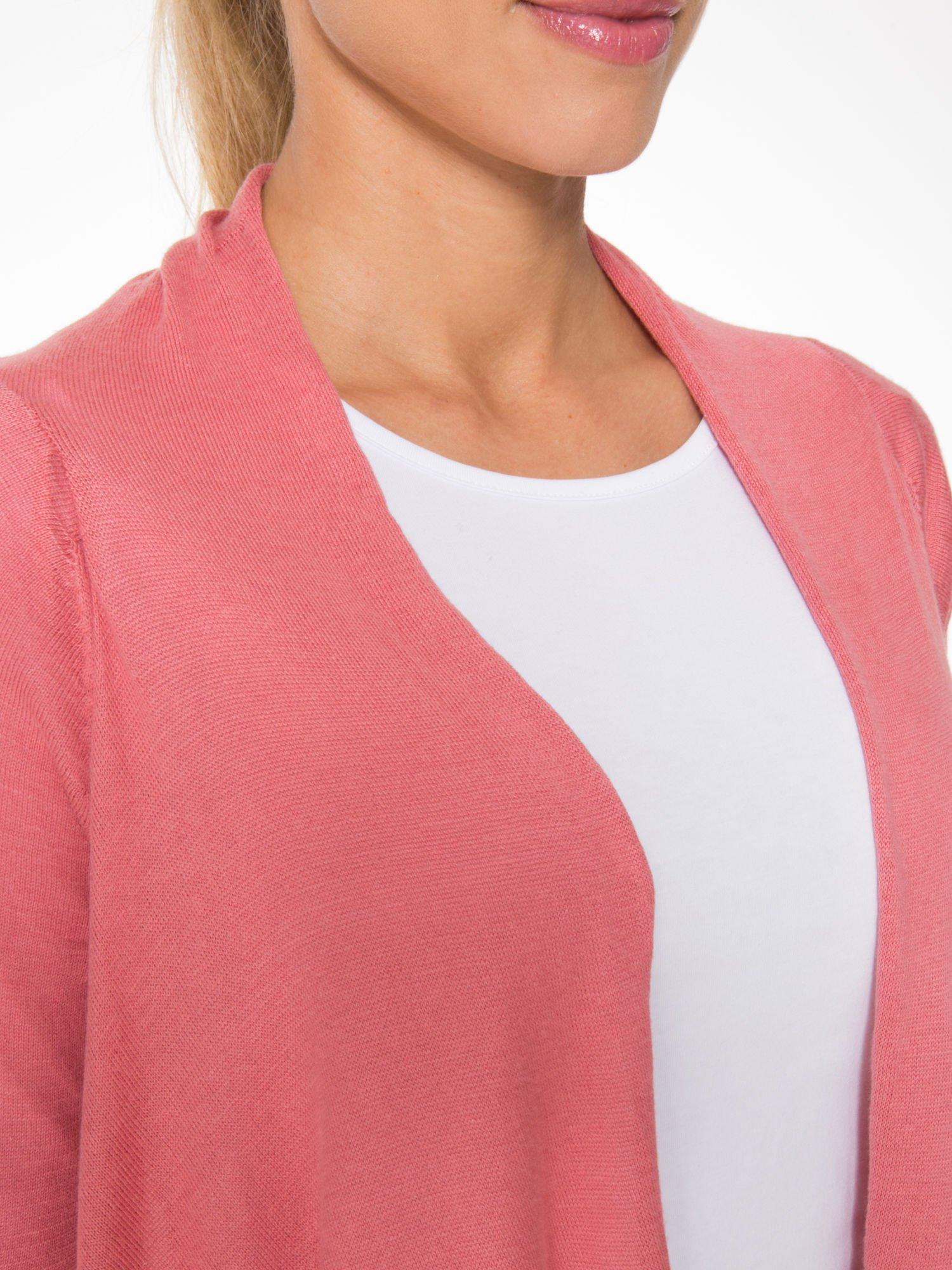 Ciemnoróżowy otwarty sweter z kaskadowymi bokami                                  zdj.                                  7