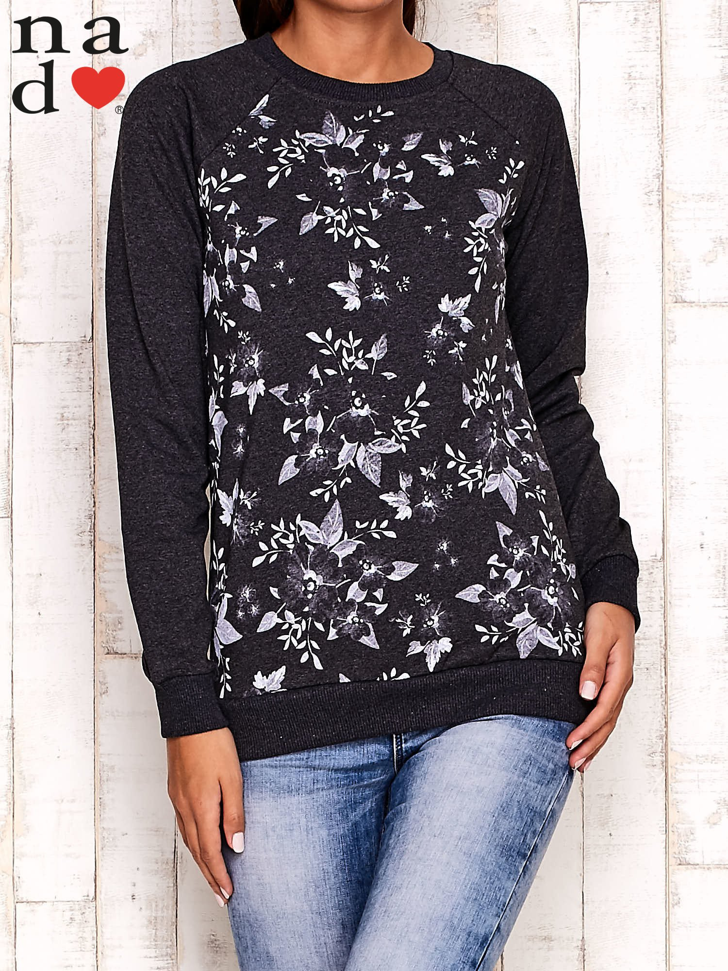 Ciemnoszara bluza z kwiatowym nadrukiem                                  zdj.                                  2