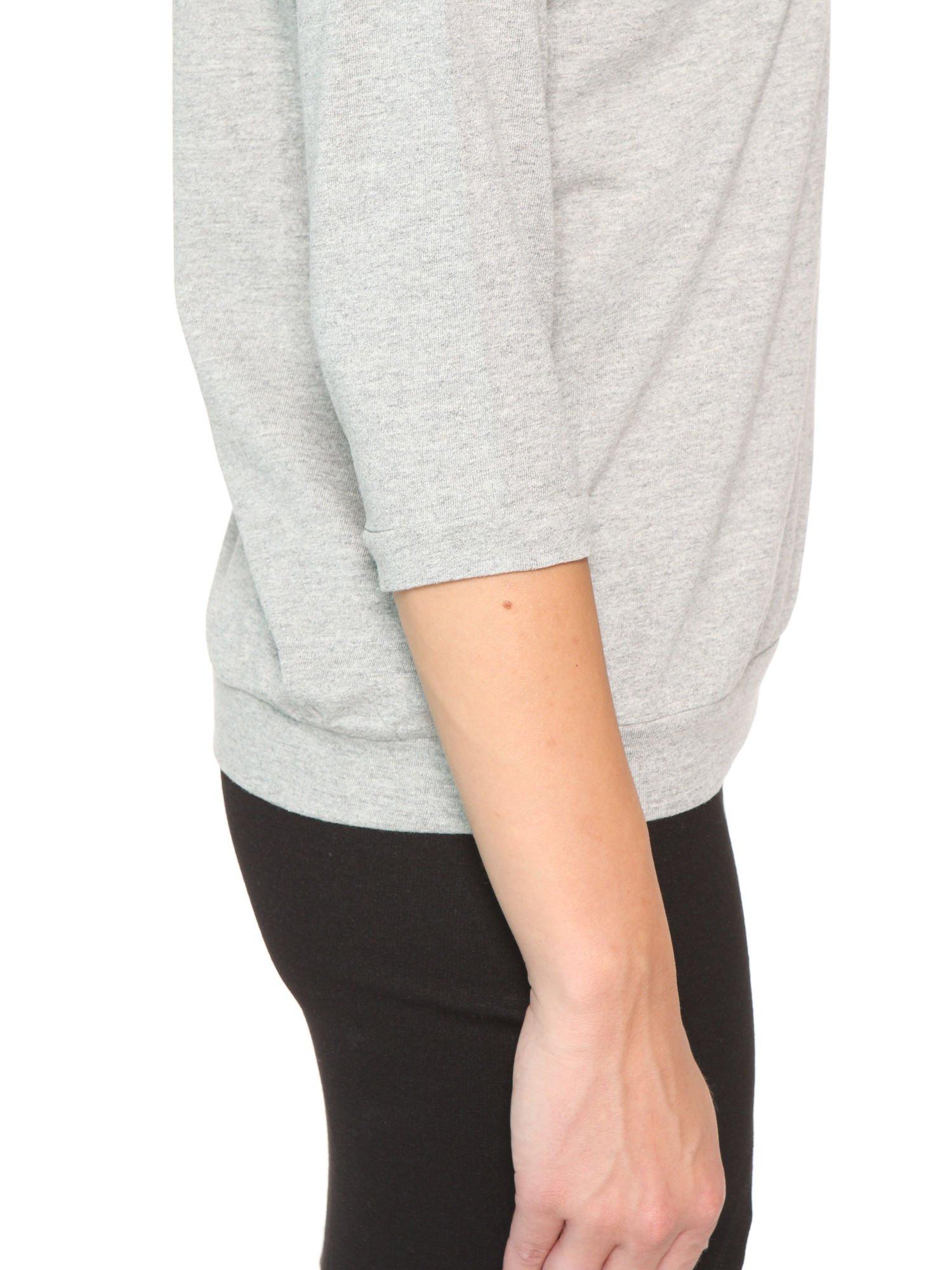 Ciemnoszara bluzka z rękawem 3/4 i lekkim ściągaczem na dole                                  zdj.                                  7