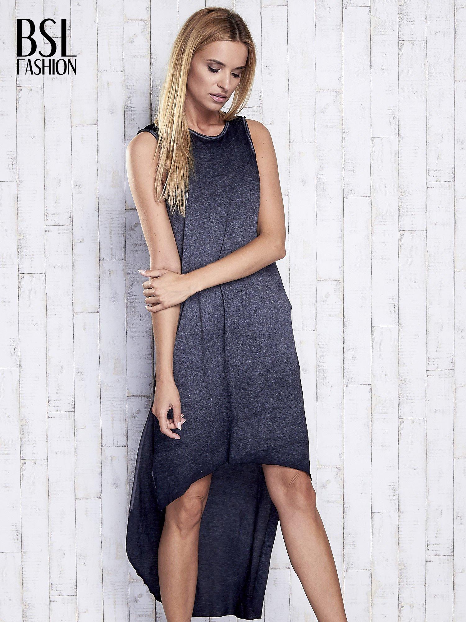 Ciemnoszara dekatyzowana sukienka maxi z dłuższym tyłem                                  zdj.                                  3