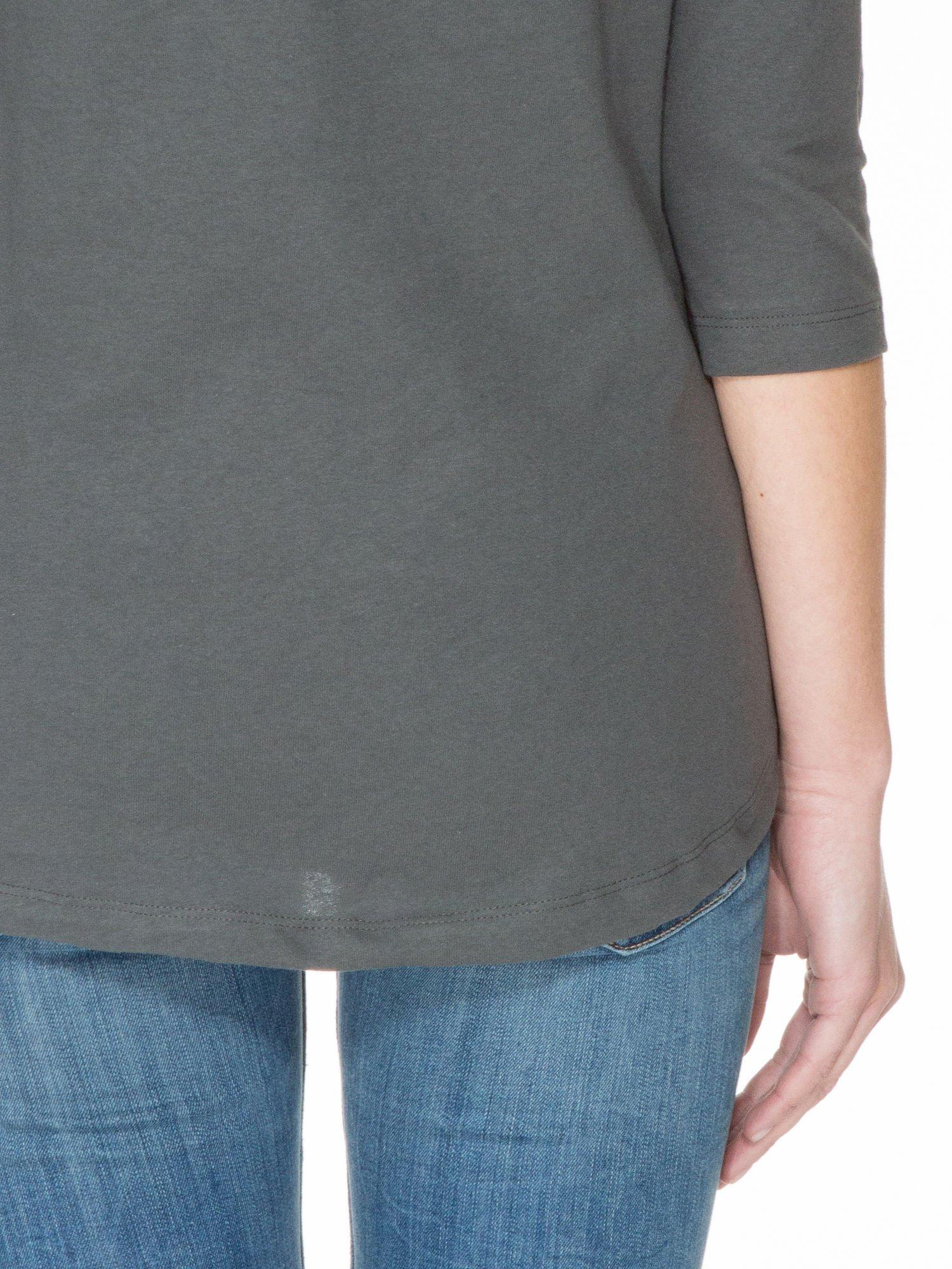 Ciemnoszara gładka bluzka z łezką z tyłu                                  zdj.                                  8