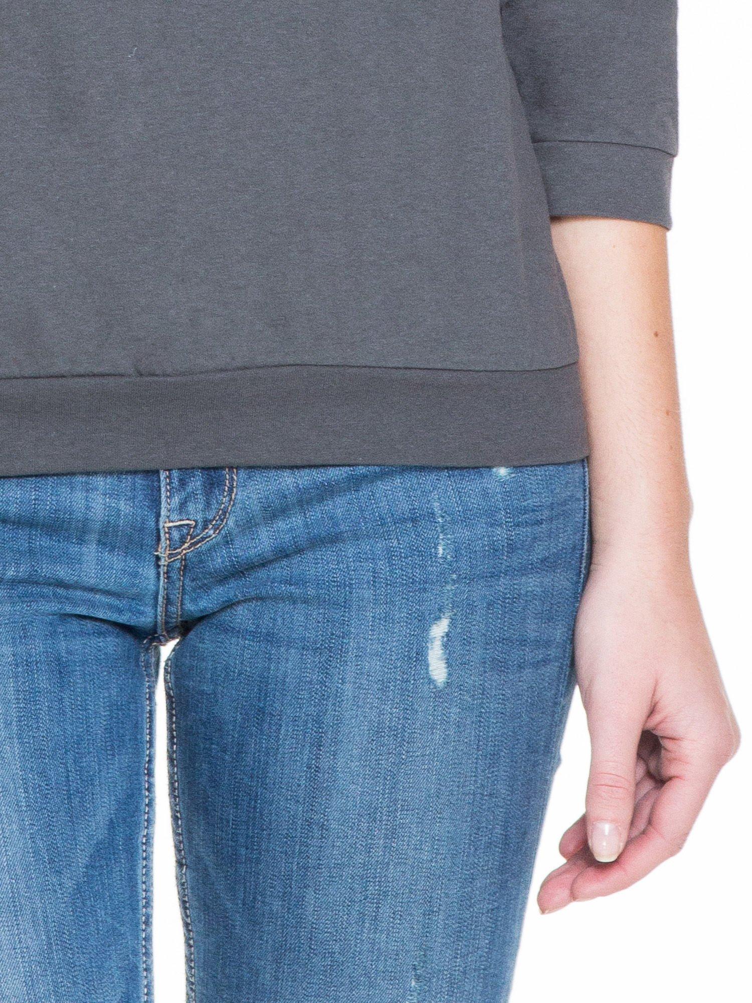 Ciemnoszara gładka bluzka z luźnymi rękawami 3/4                                  zdj.                                  6