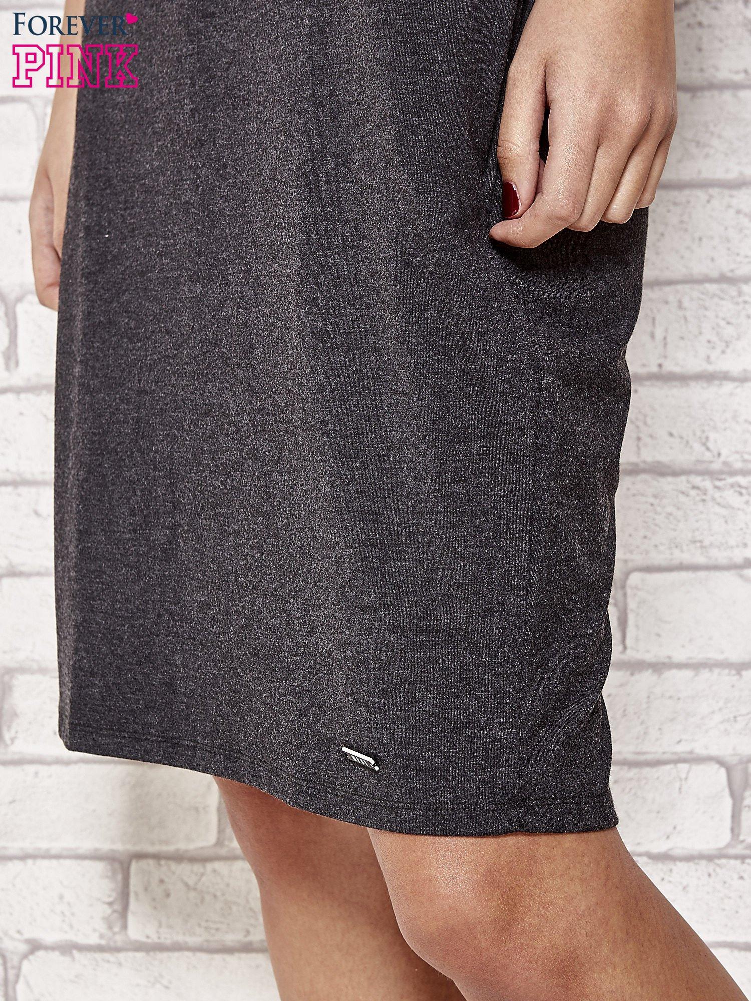 Ciemnoszara prosta sukienka dresowa                                  zdj.                                  5
