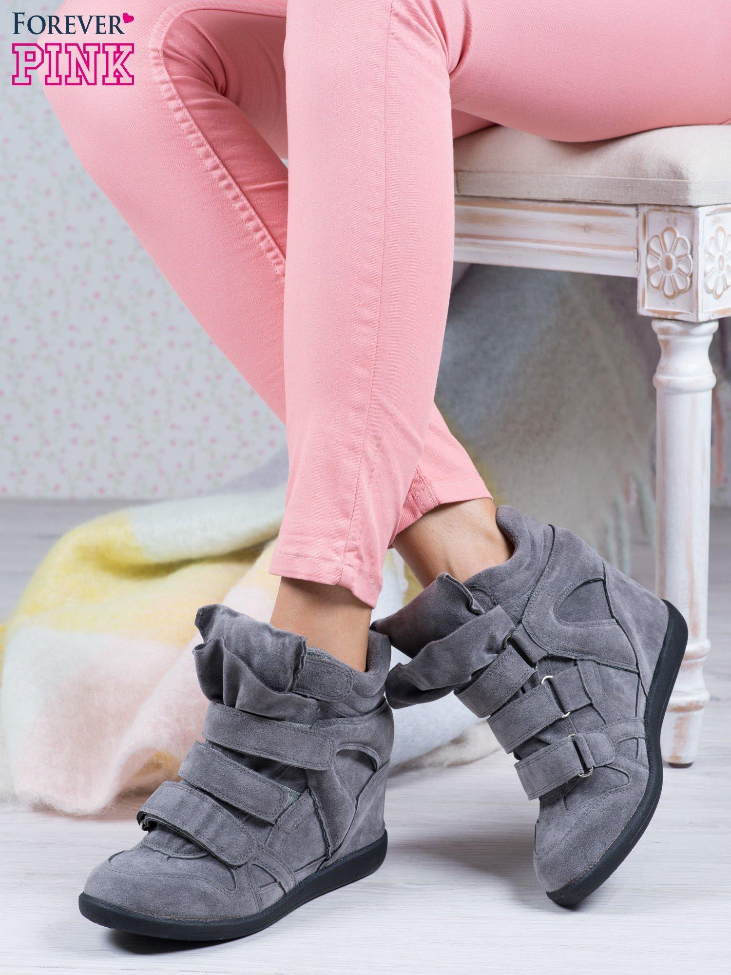 Ciemnoszare zamszowe sneakersy na rzepy Tris                                  zdj.                                  1