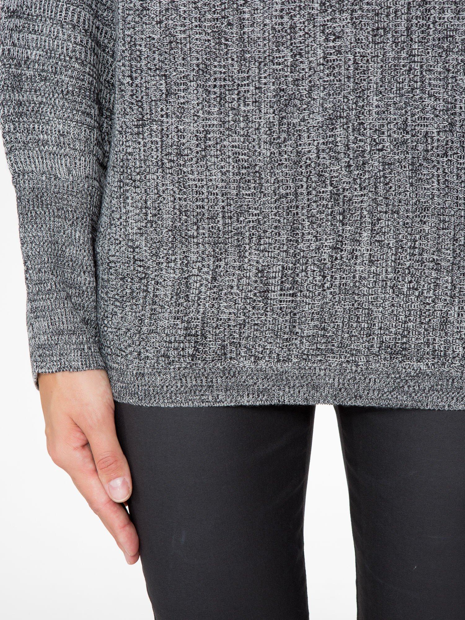 Ciemnoszary sweter z nietoperzowymi rękawami                                  zdj.                                  6