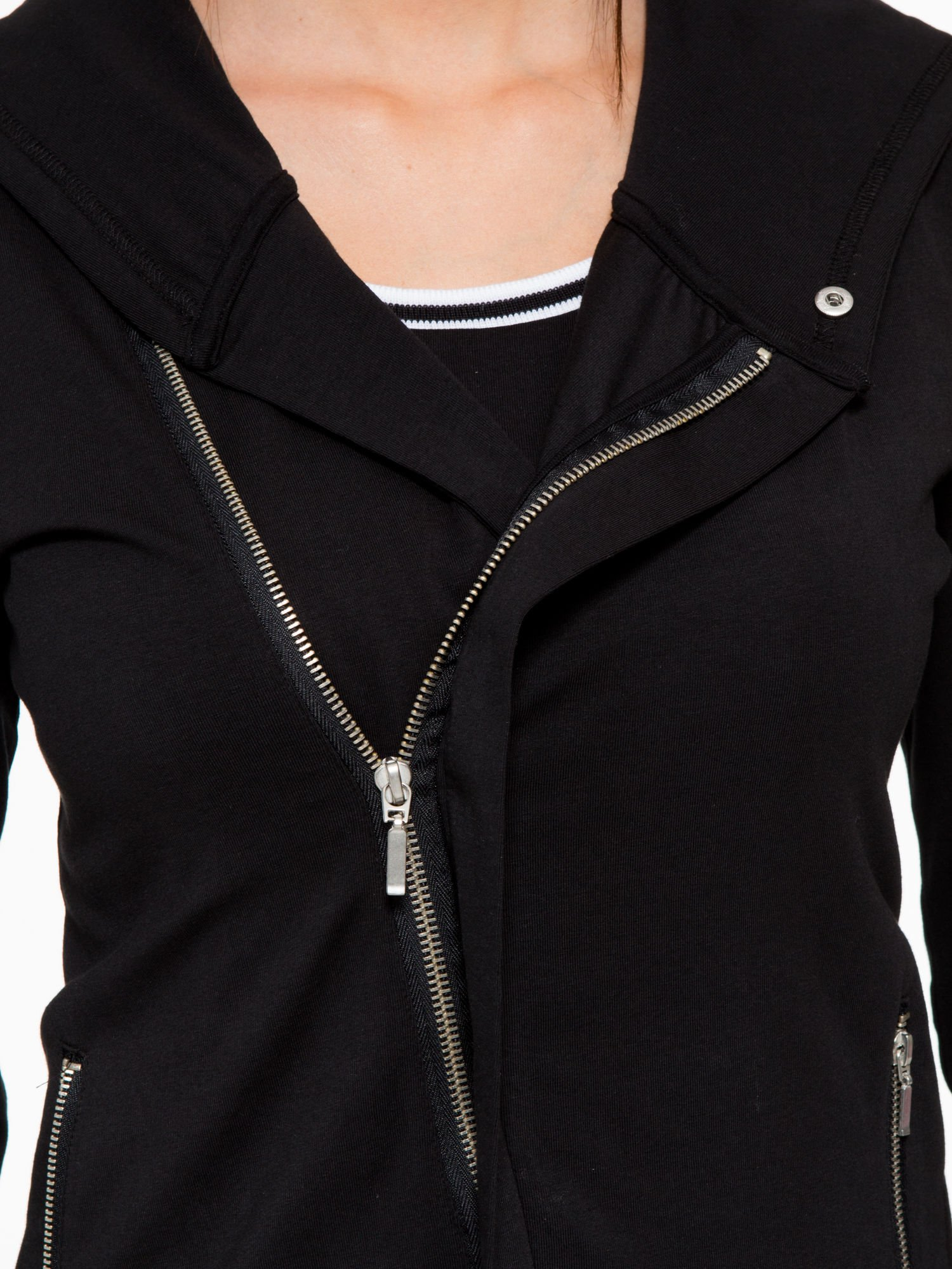 Czarna bluza dresowa z asymetrycznym suwakiem i kapturem                                  zdj.                                  7