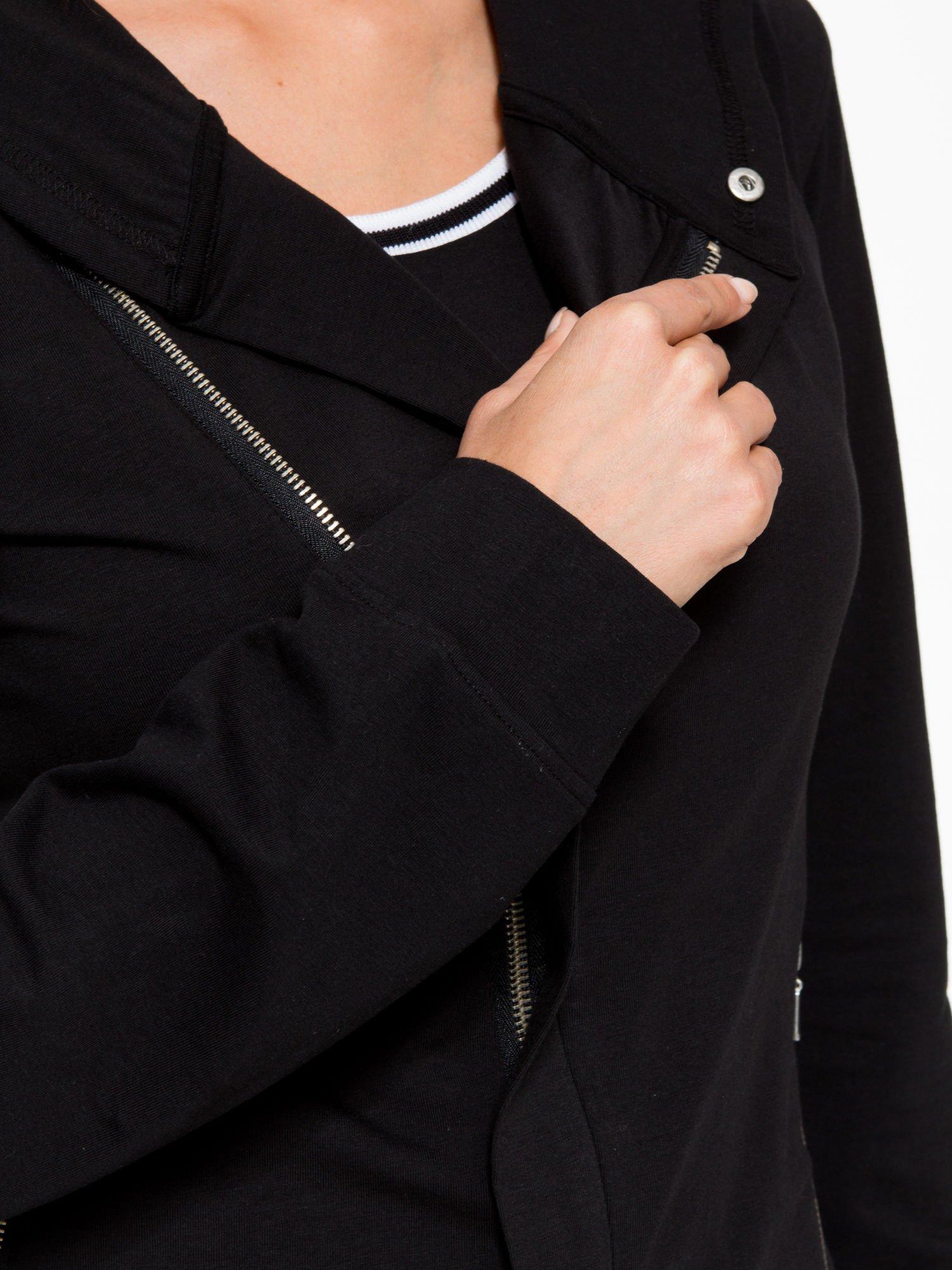 Czarna bluza dresowa z asymetrycznym suwakiem i kapturem                                  zdj.                                  10