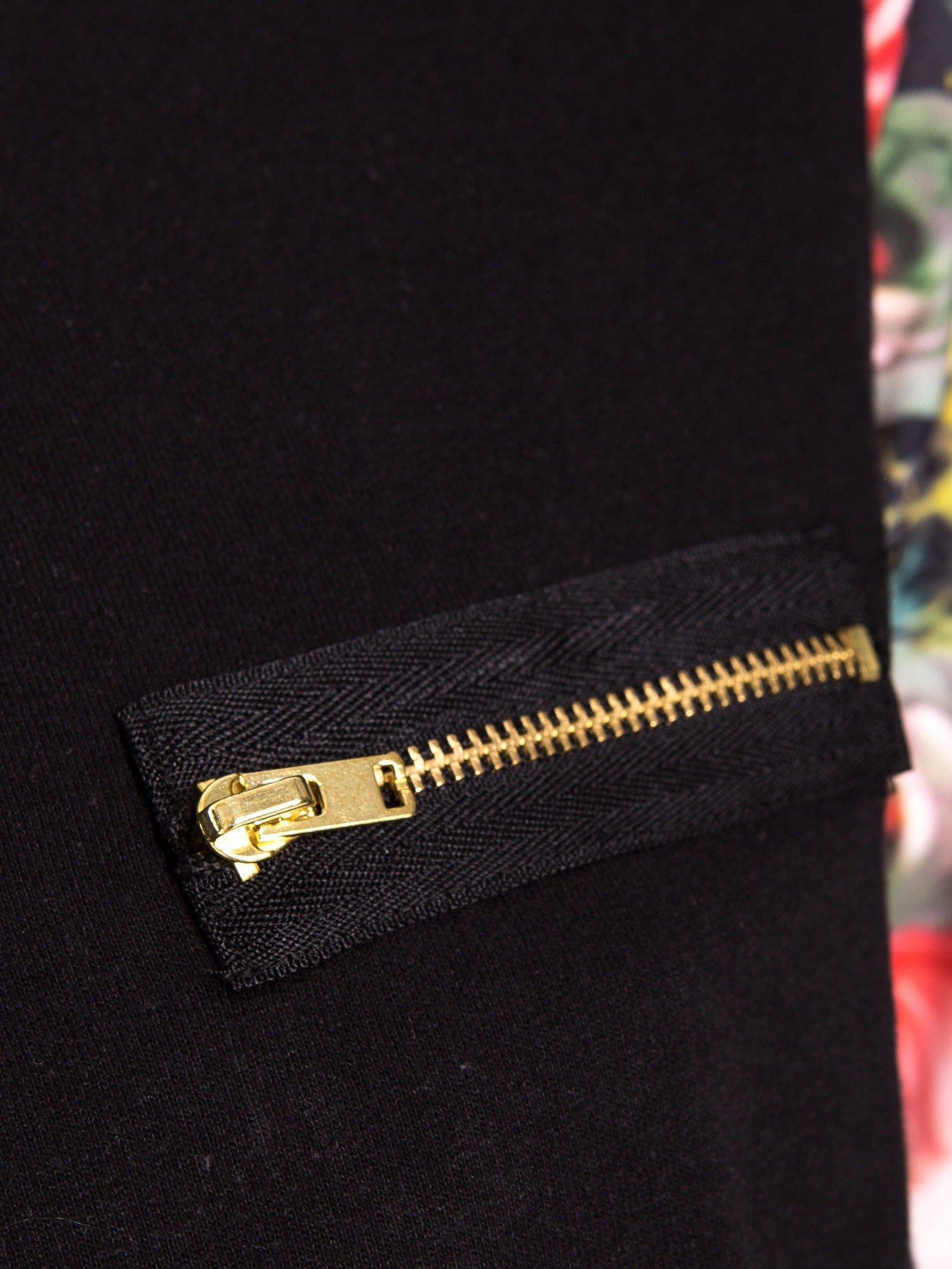 Czarna bluza dresowa z rękawami w motyw kwiatowy                                  zdj.                                  4