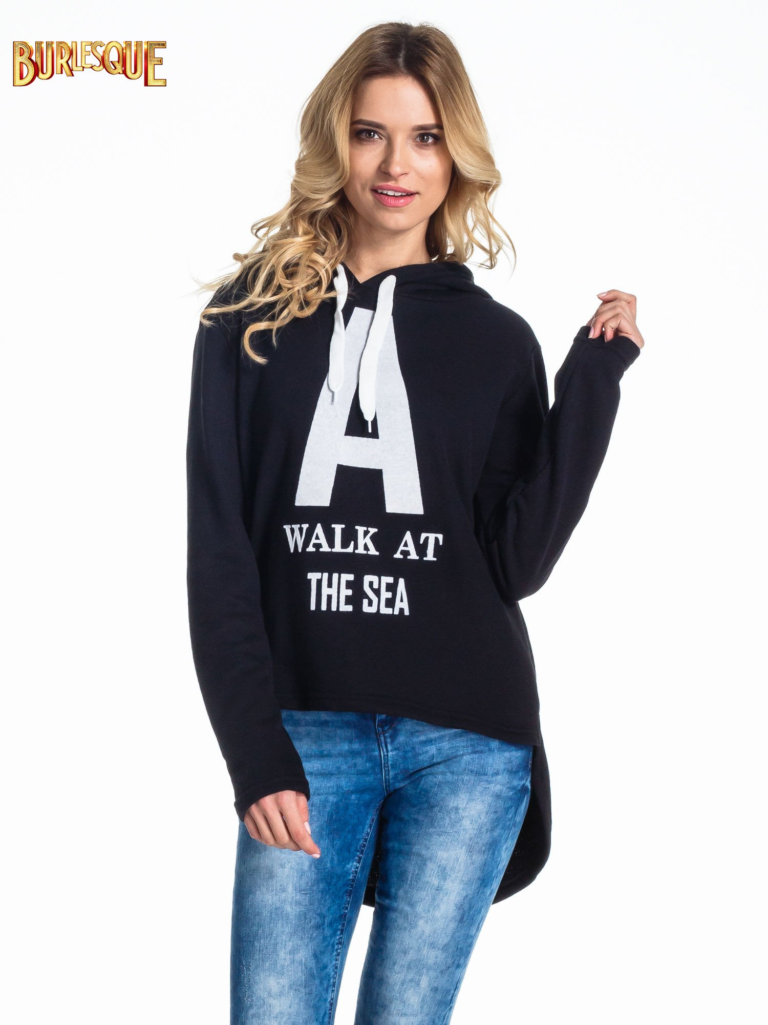 Czarna bluza z kapturem i napisem A WALK AT THE SEA                                  zdj.                                  1