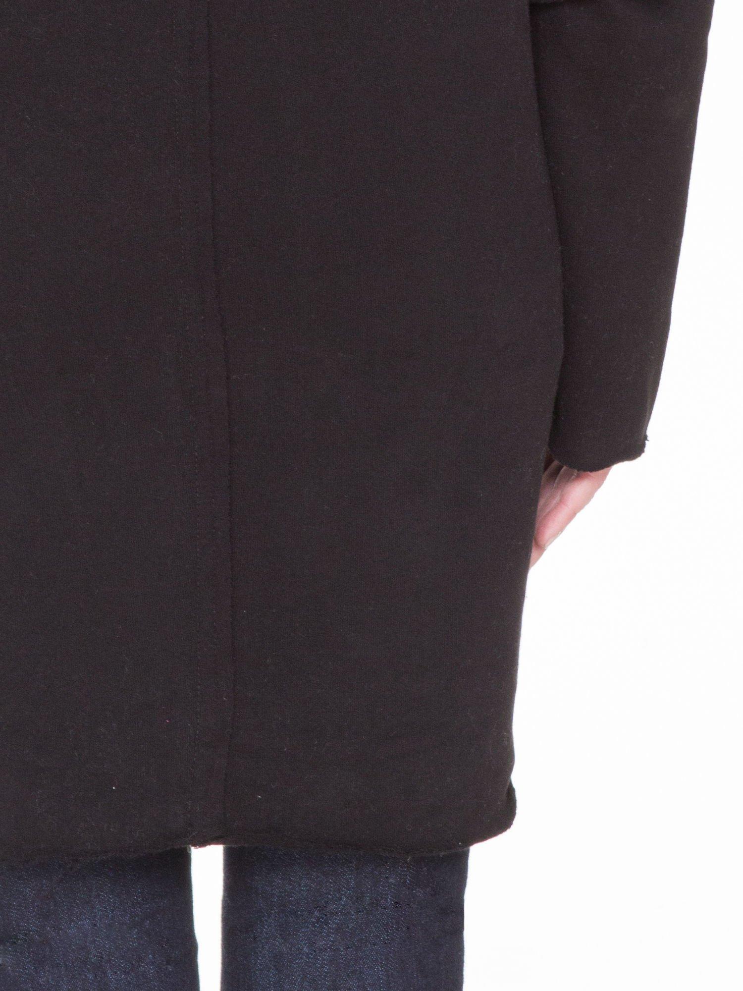 Czarna bluza z kapturem z surowym wykończeniem                                  zdj.                                  8
