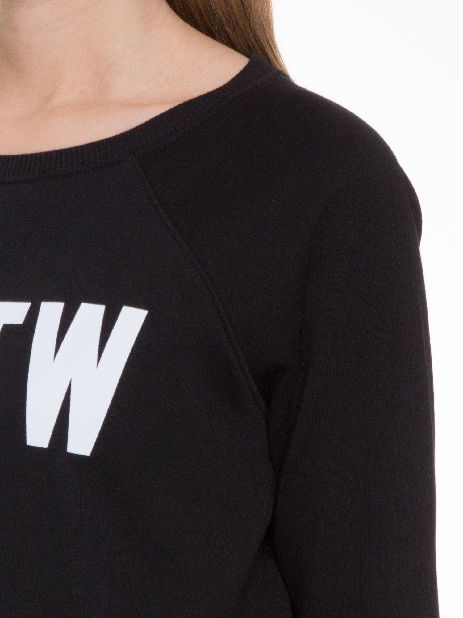 Czarna bluza z reglanowymi rękawami i napisem NYFTW                                  zdj.                                  7