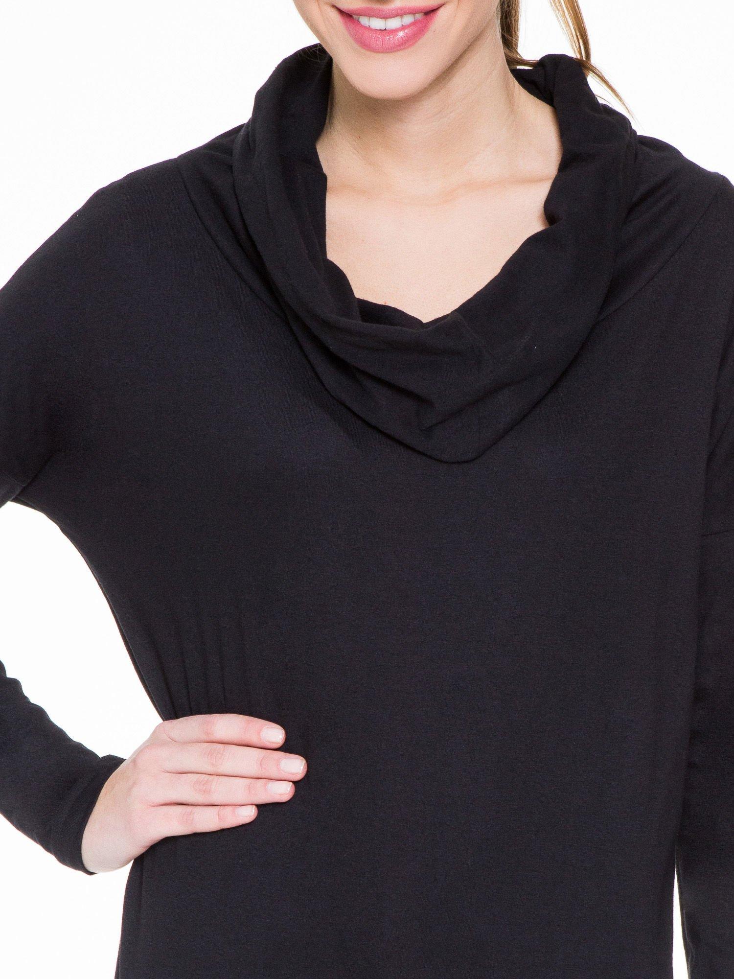 Czarna bluzka dresowa z kołnierzokapturem i ściągaczem na dole                                  zdj.                                  5