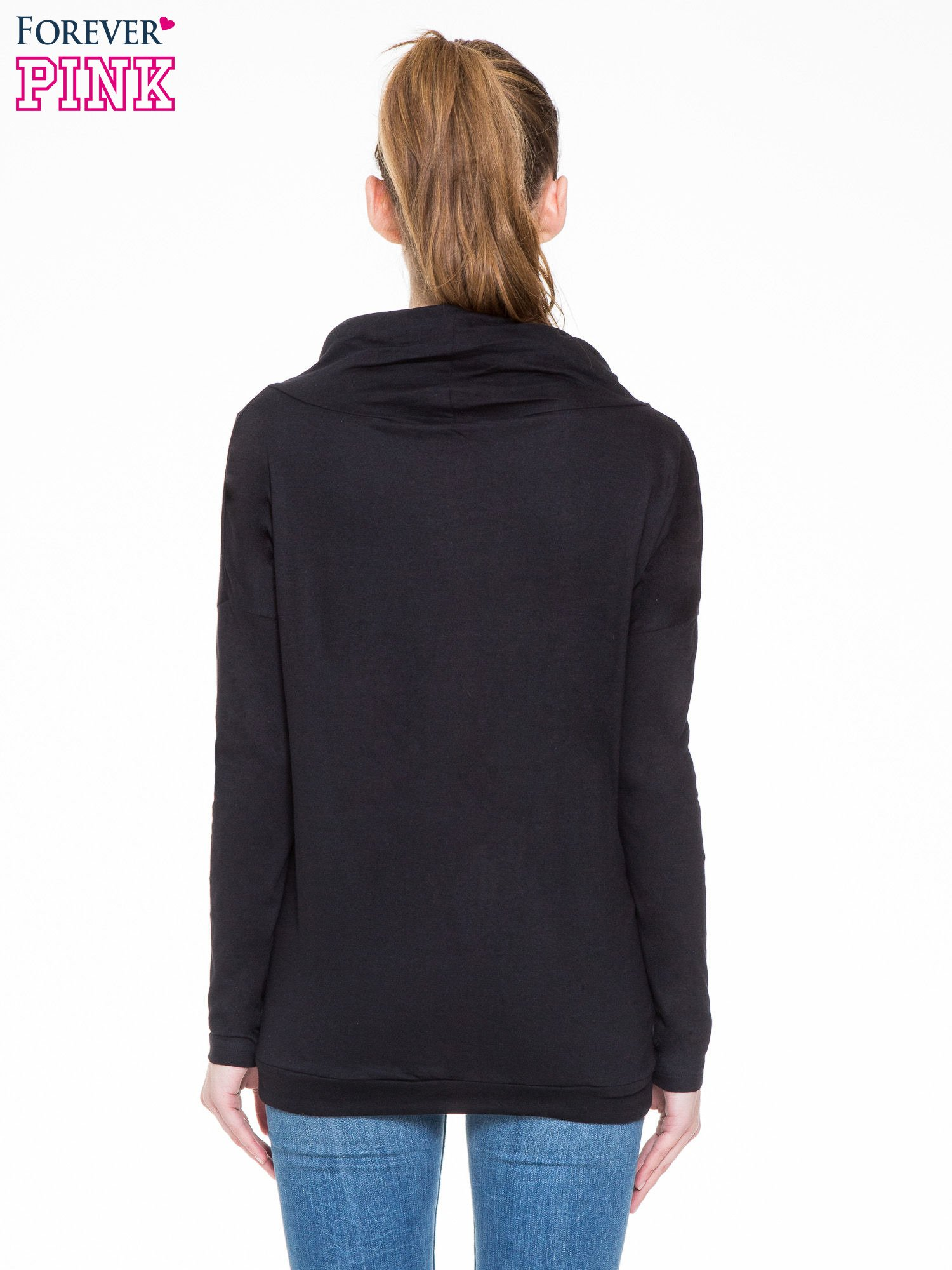 Czarna bluzka dresowa z kołnierzokapturem i ściągaczem na dole                                  zdj.                                  4