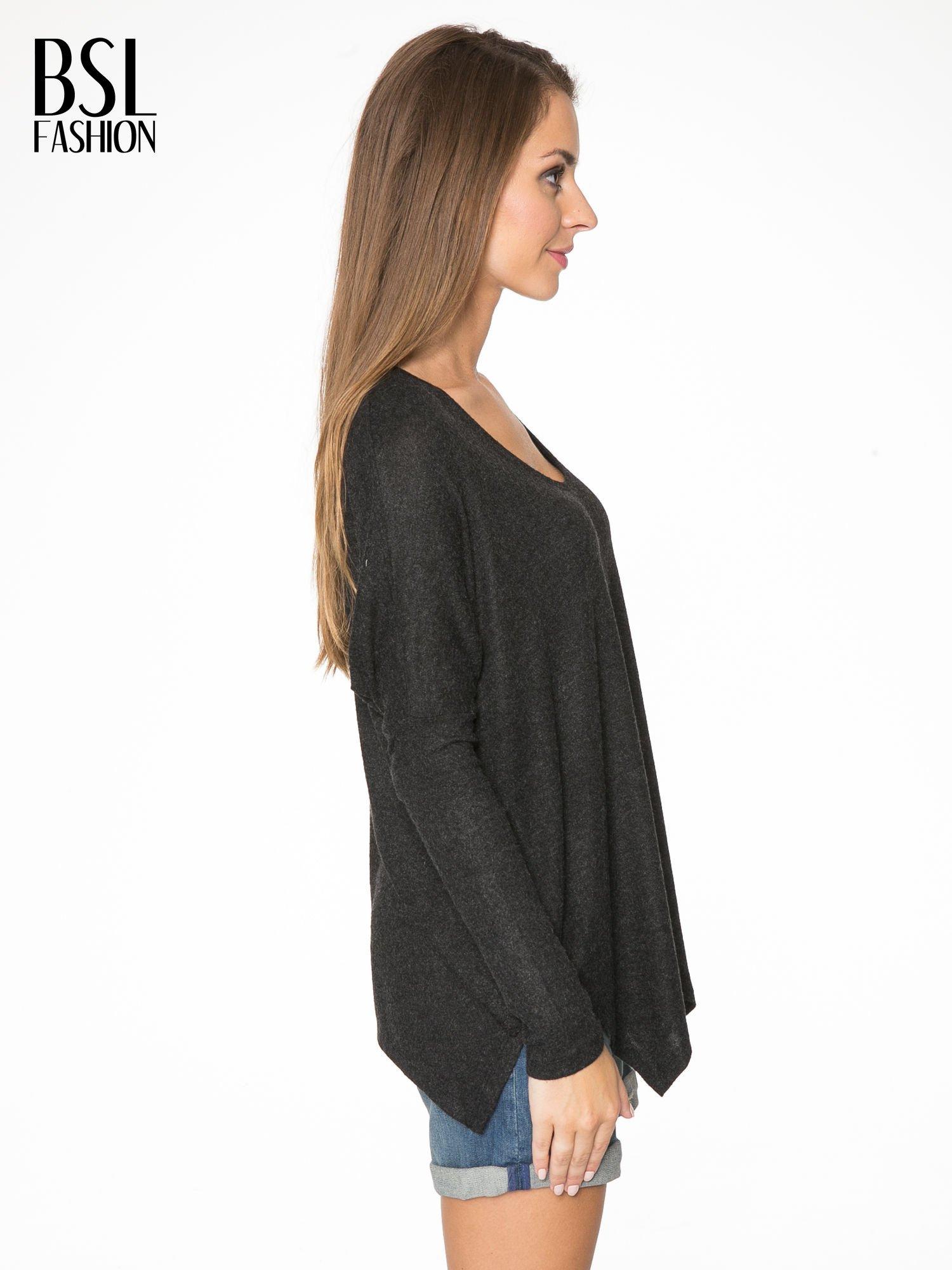 Czarna bluzka z asymetrycznym cięciem na dole                                  zdj.                                  3