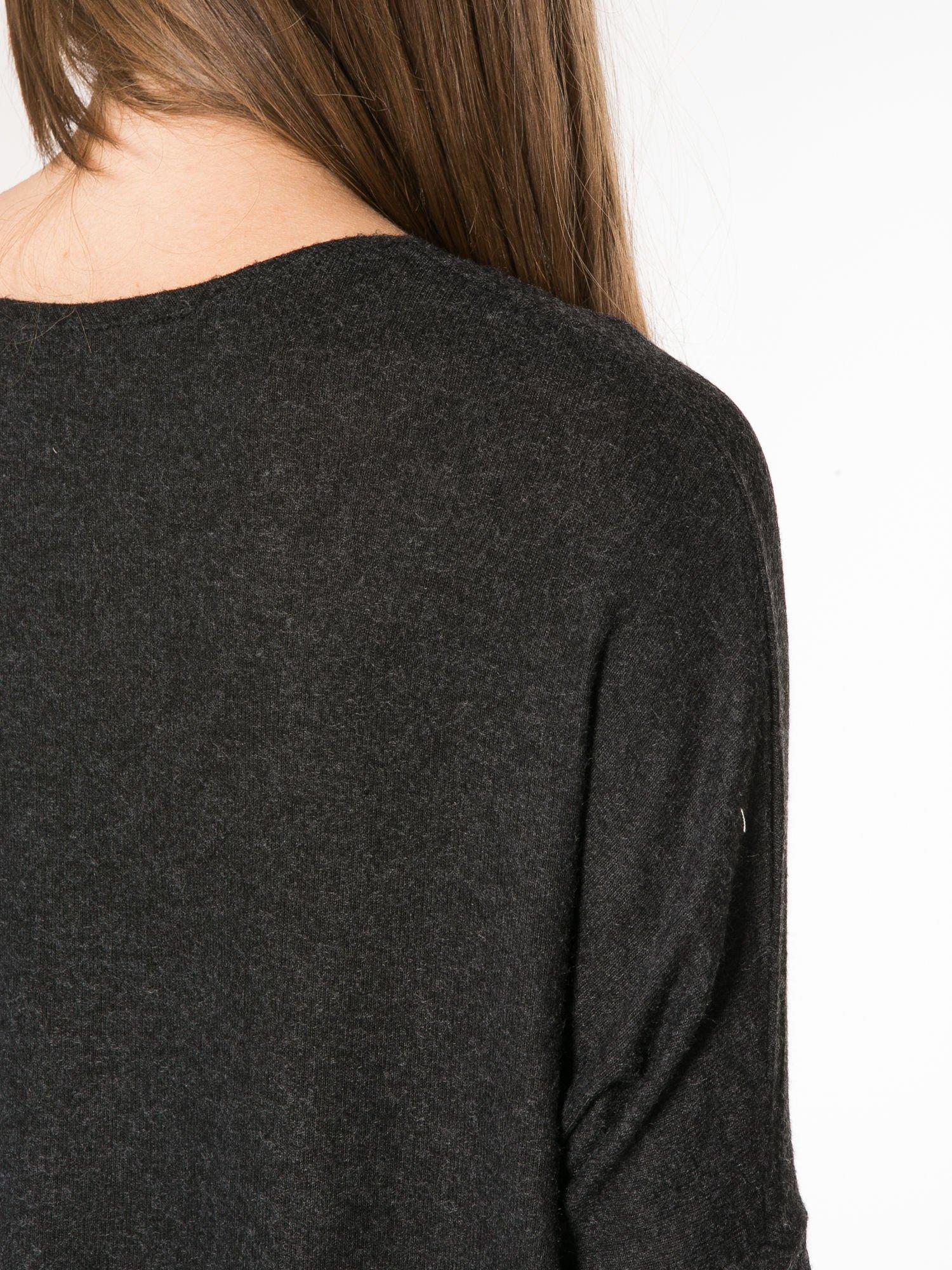 Czarna bluzka z asymetrycznym cięciem na dole                                  zdj.                                  11