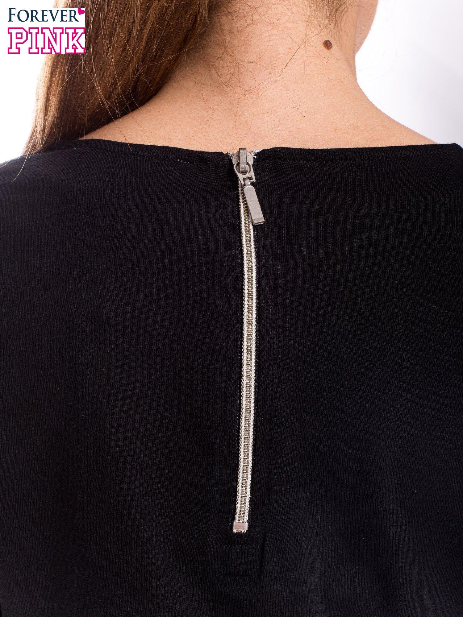 Czarna bluzka z egzotycznym liściem i zamkiem z tyłu                                  zdj.                                  4