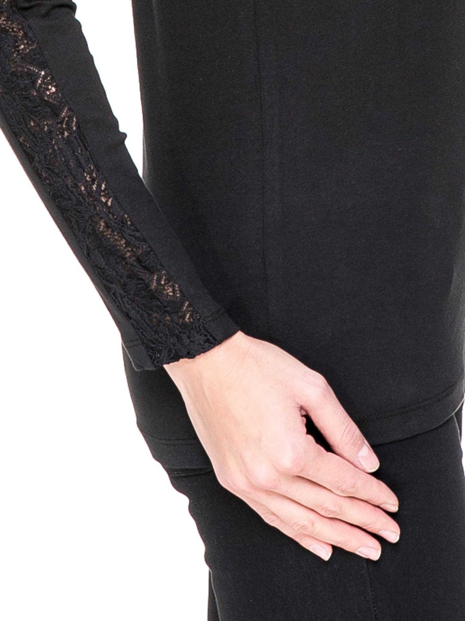 Czarna bluzka z koronkową wstawką wzdłuż rękawów                                  zdj.                                  5