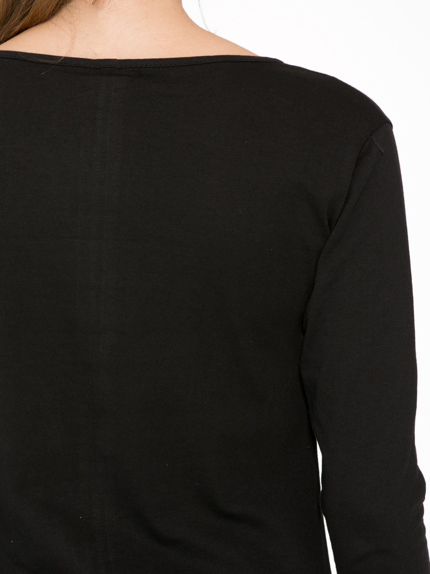 Czarna bluzka z motywem kwiatowym i napisem ADORABLE                                  zdj.                                  9