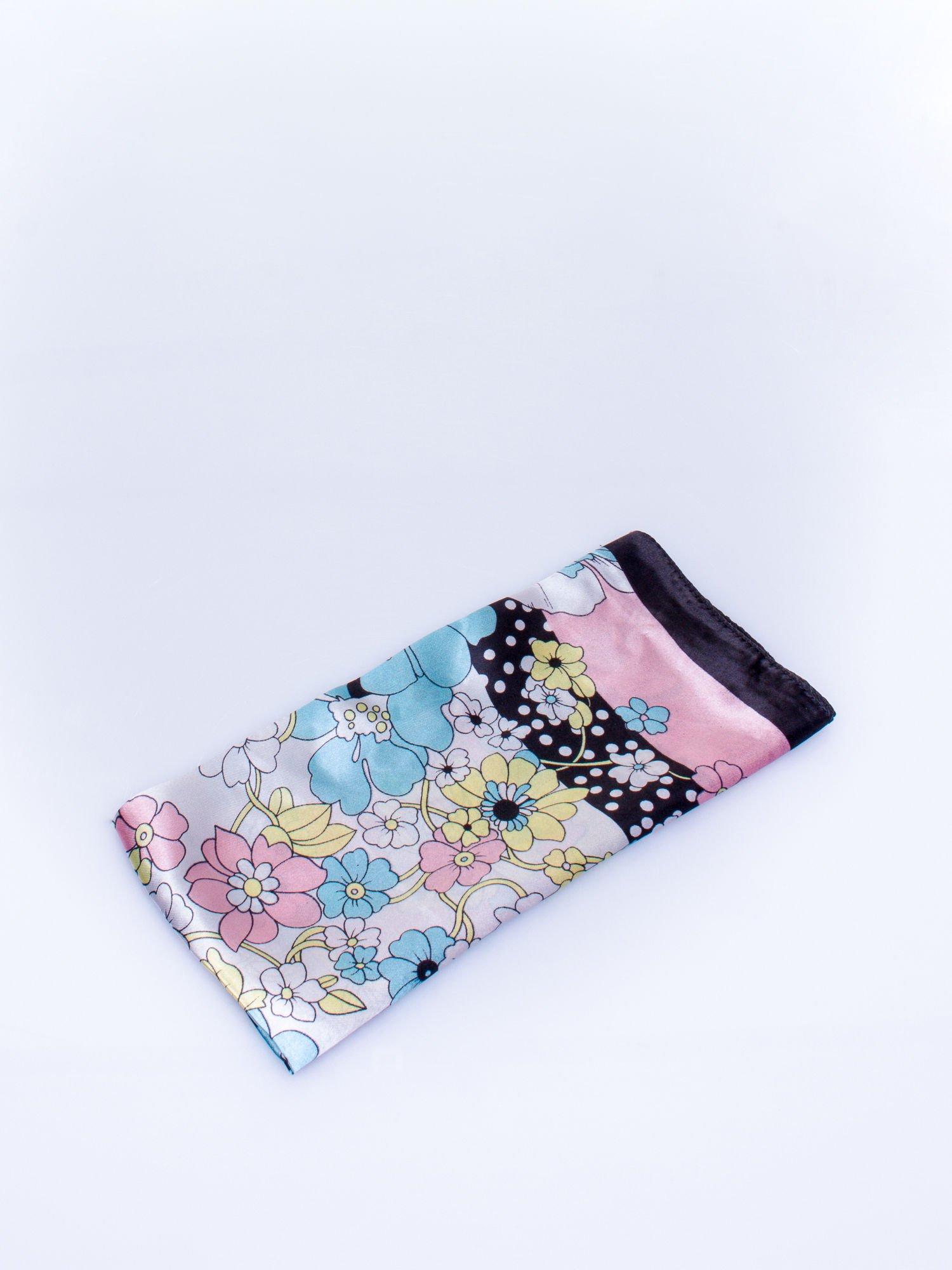 Czarna chusta apaszka w kwiatowe wzory                                  zdj.                                  3