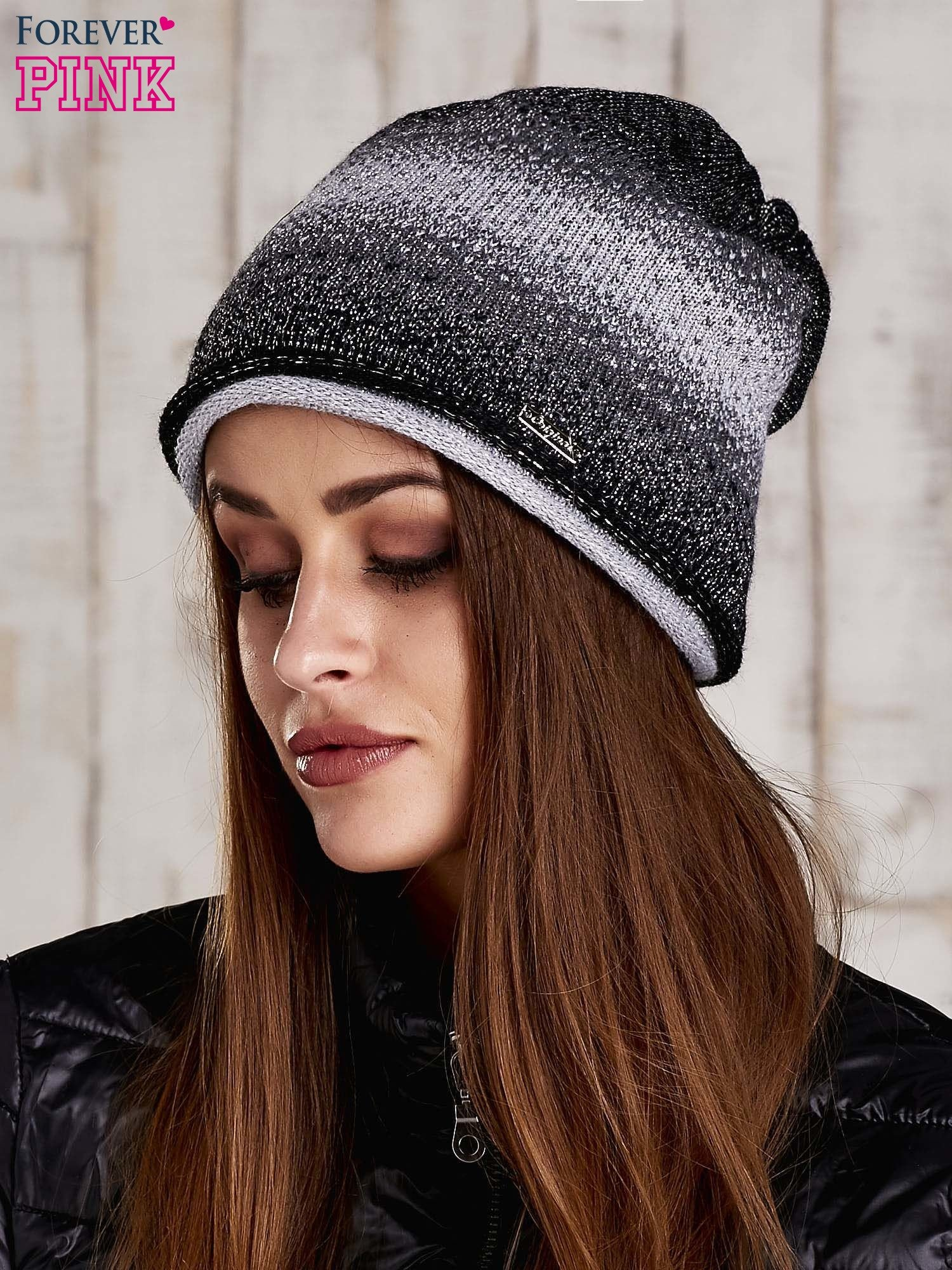7e475b0e22c5 Czarna czapka ombre ze srebrną nitką - Akcesoria czapka zimowa ...