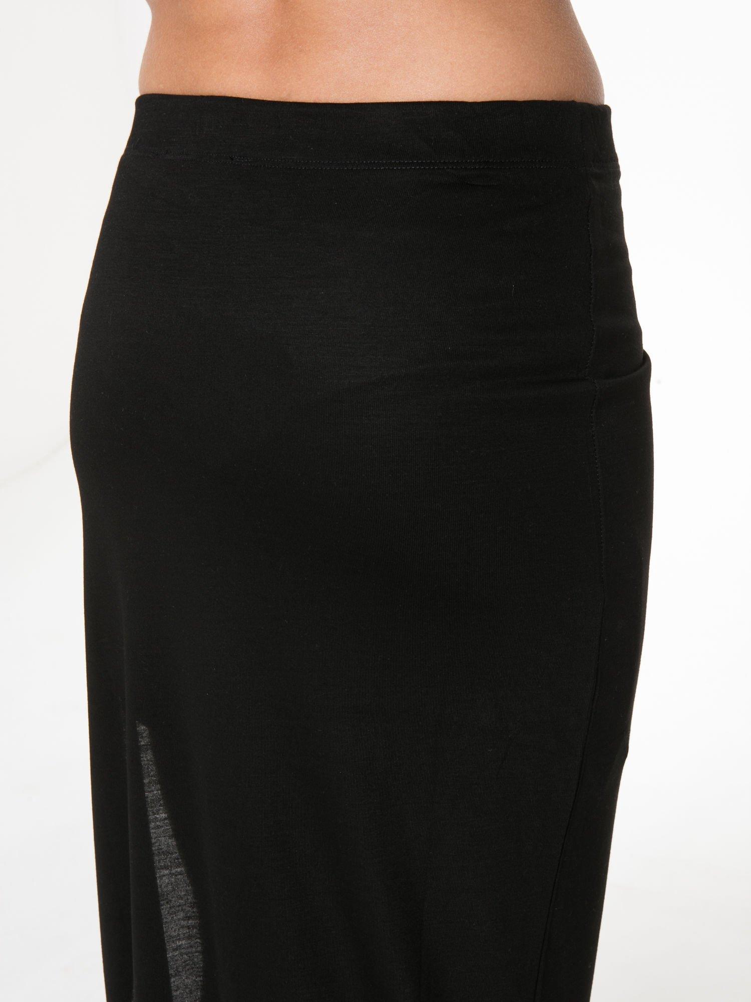 Czarna długa spódnica maxi z rozporkiem z boku                                  zdj.                                  6