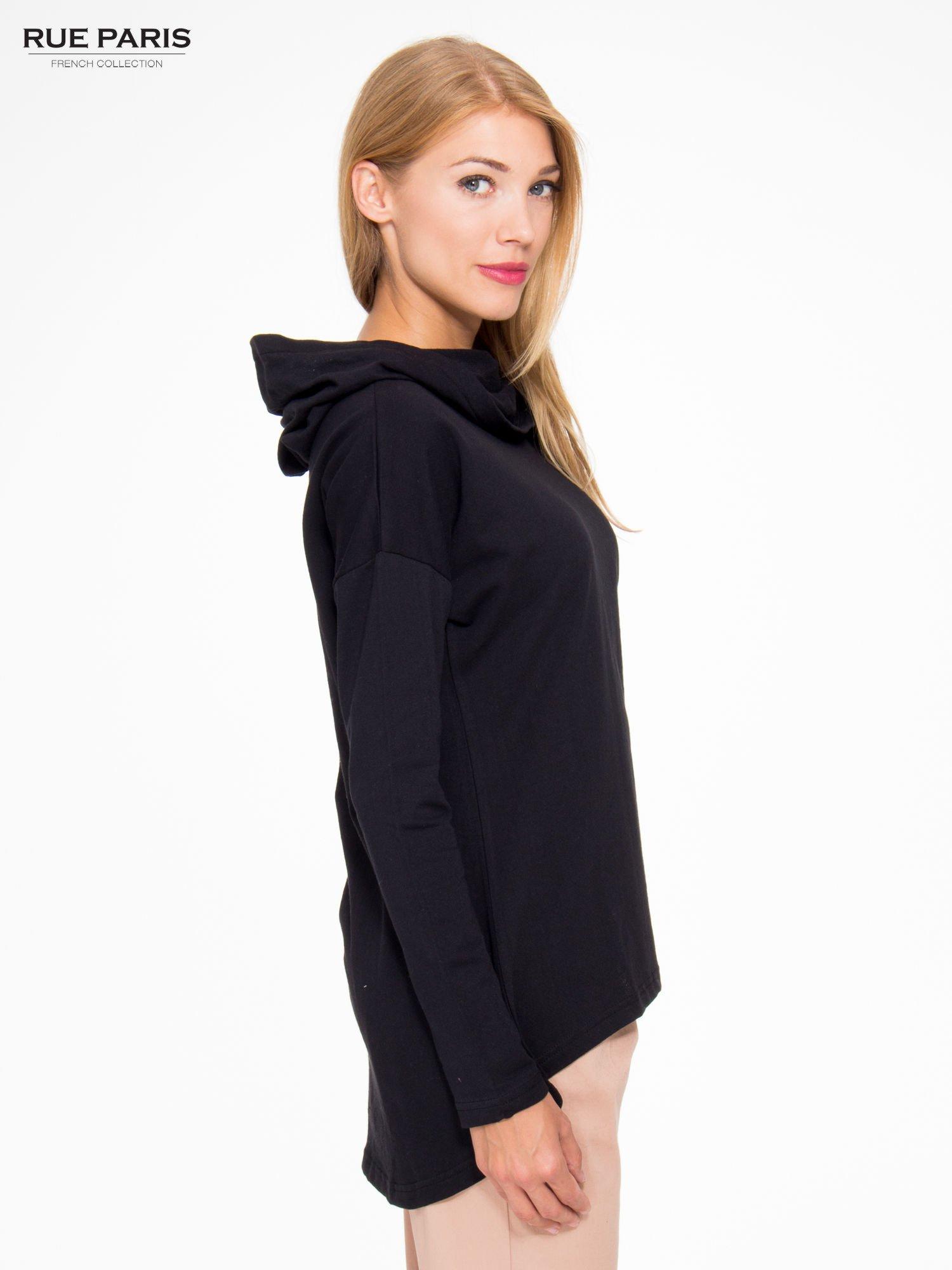 Czarna dresowa tunika z kominokapturem                                  zdj.                                  3