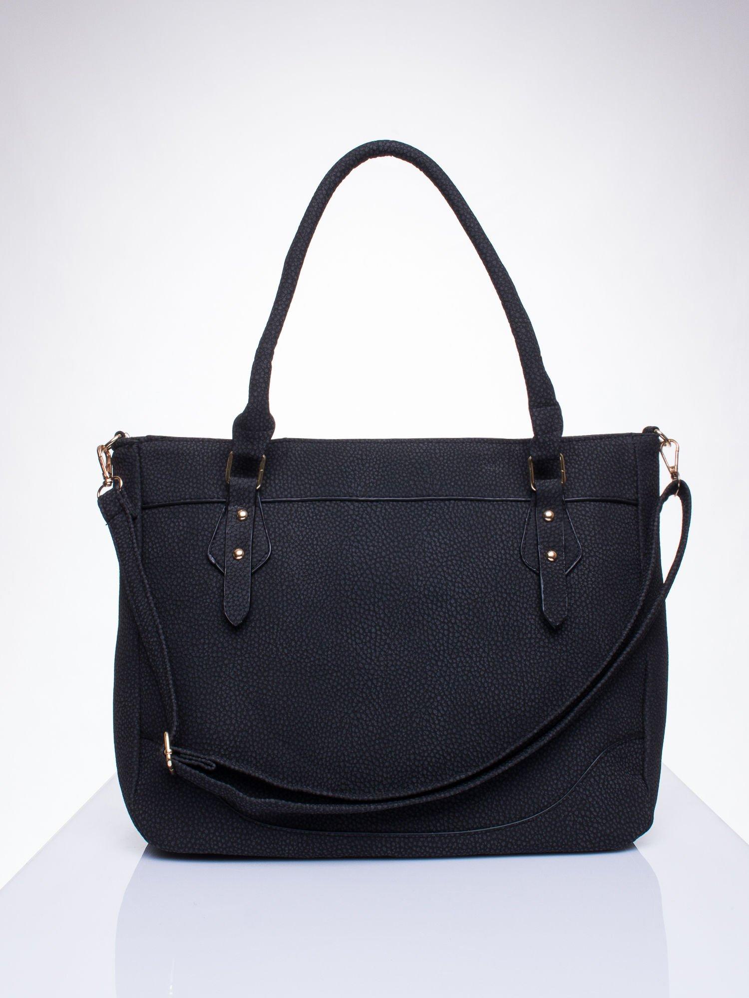 Czarna fakturowana torba miejska z odpinanym paskiem                                  zdj.                                  1