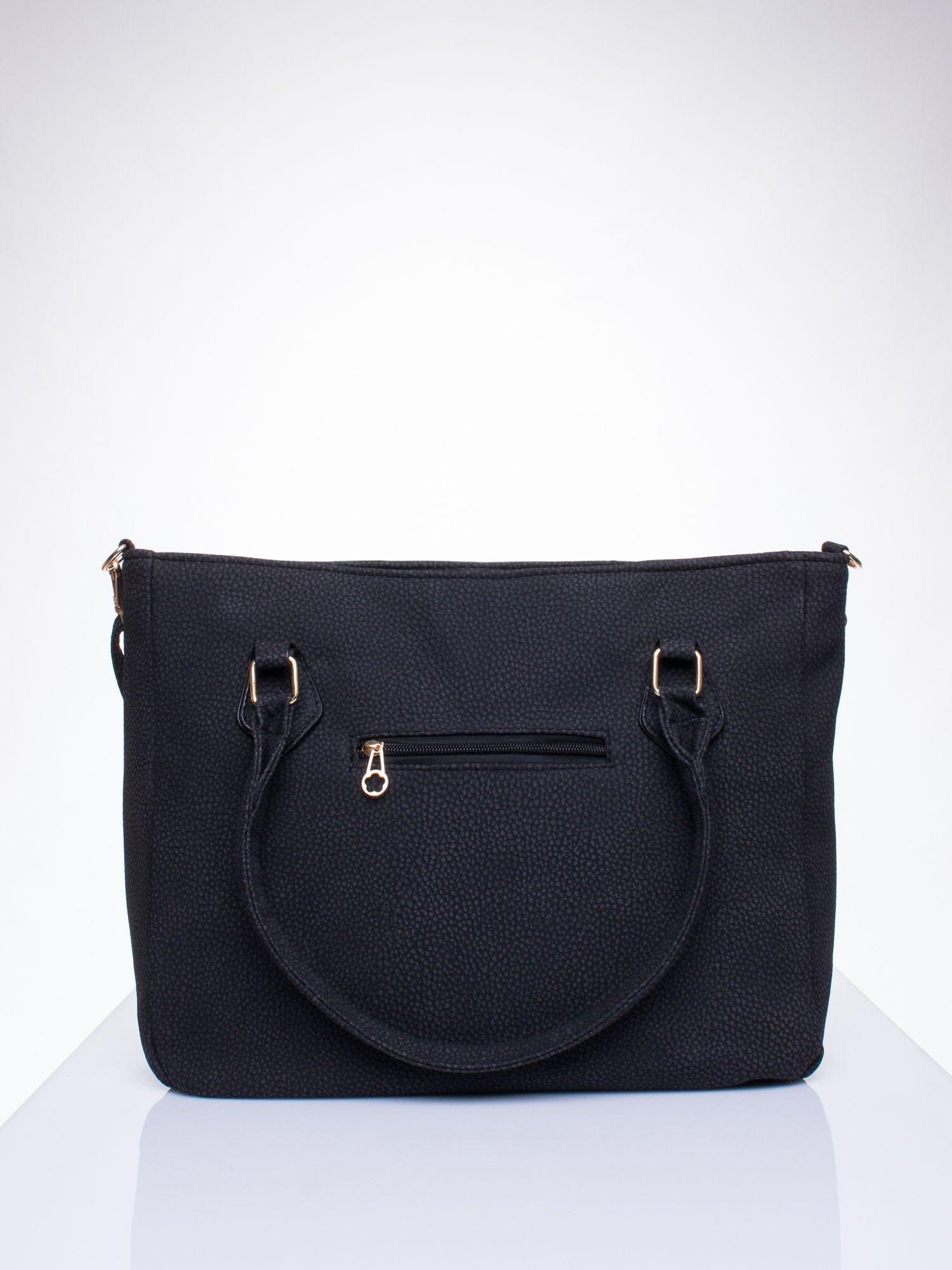 Czarna fakturowana torba miejska z odpinanym paskiem                                  zdj.                                  3