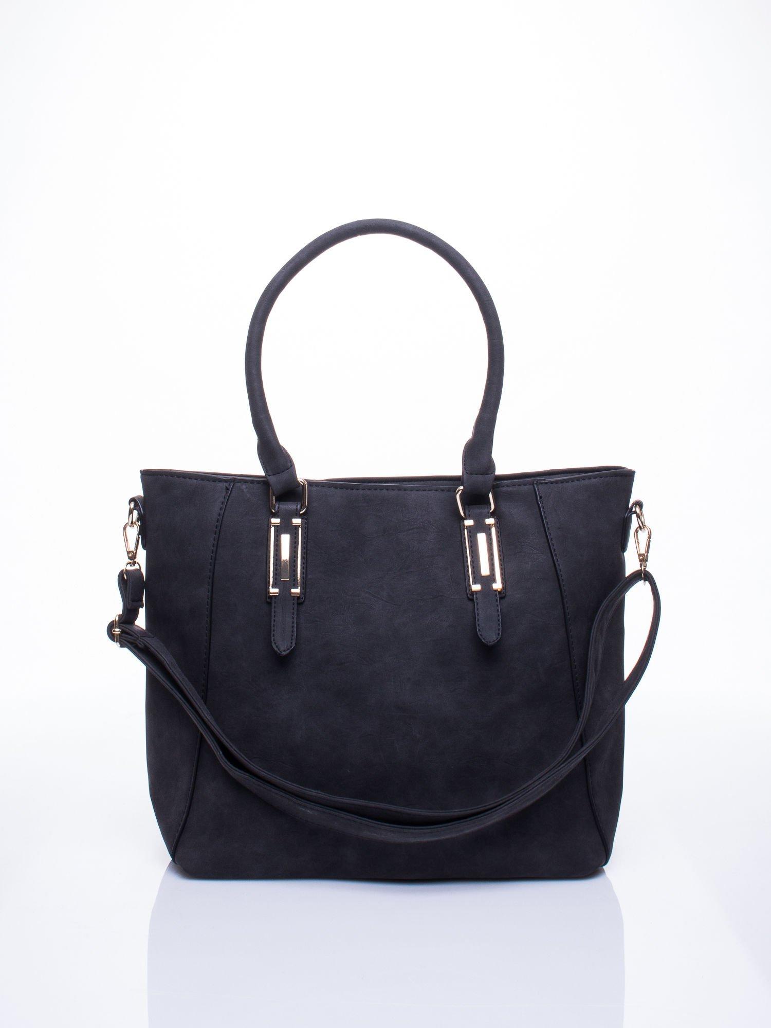 Czarna fakturowana torba z odpinanym paskiem                                  zdj.                                  1