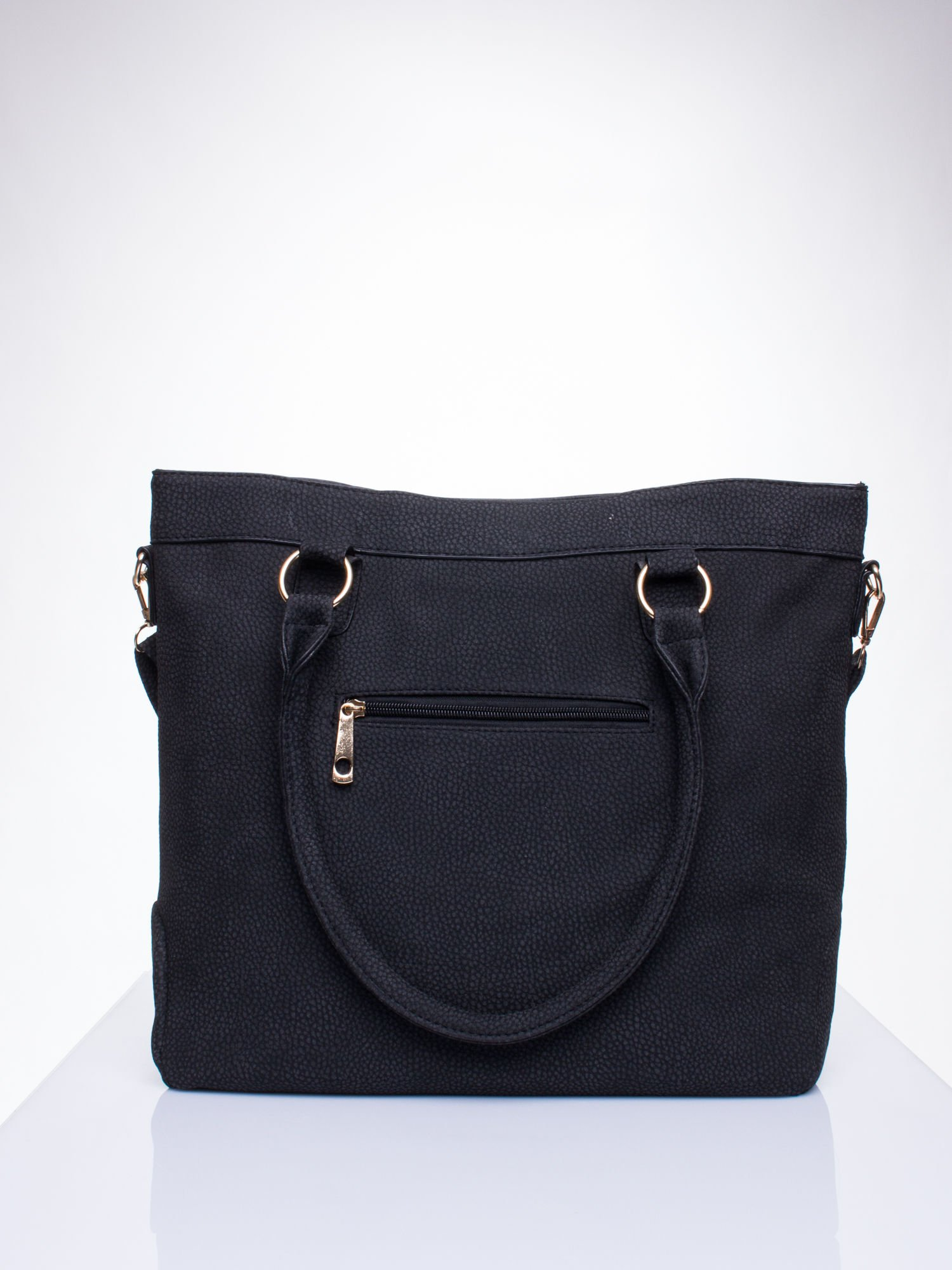 Czarna fakturowana torebka z klamerkami                                  zdj.                                  3