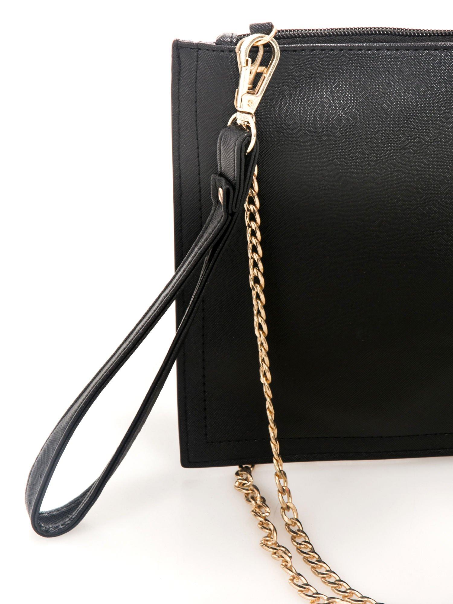 Czarna kopertówka z nadrukiem Audrey Hepburn, frędzlami i złotym łańcuszkiem                                  zdj.                                  5