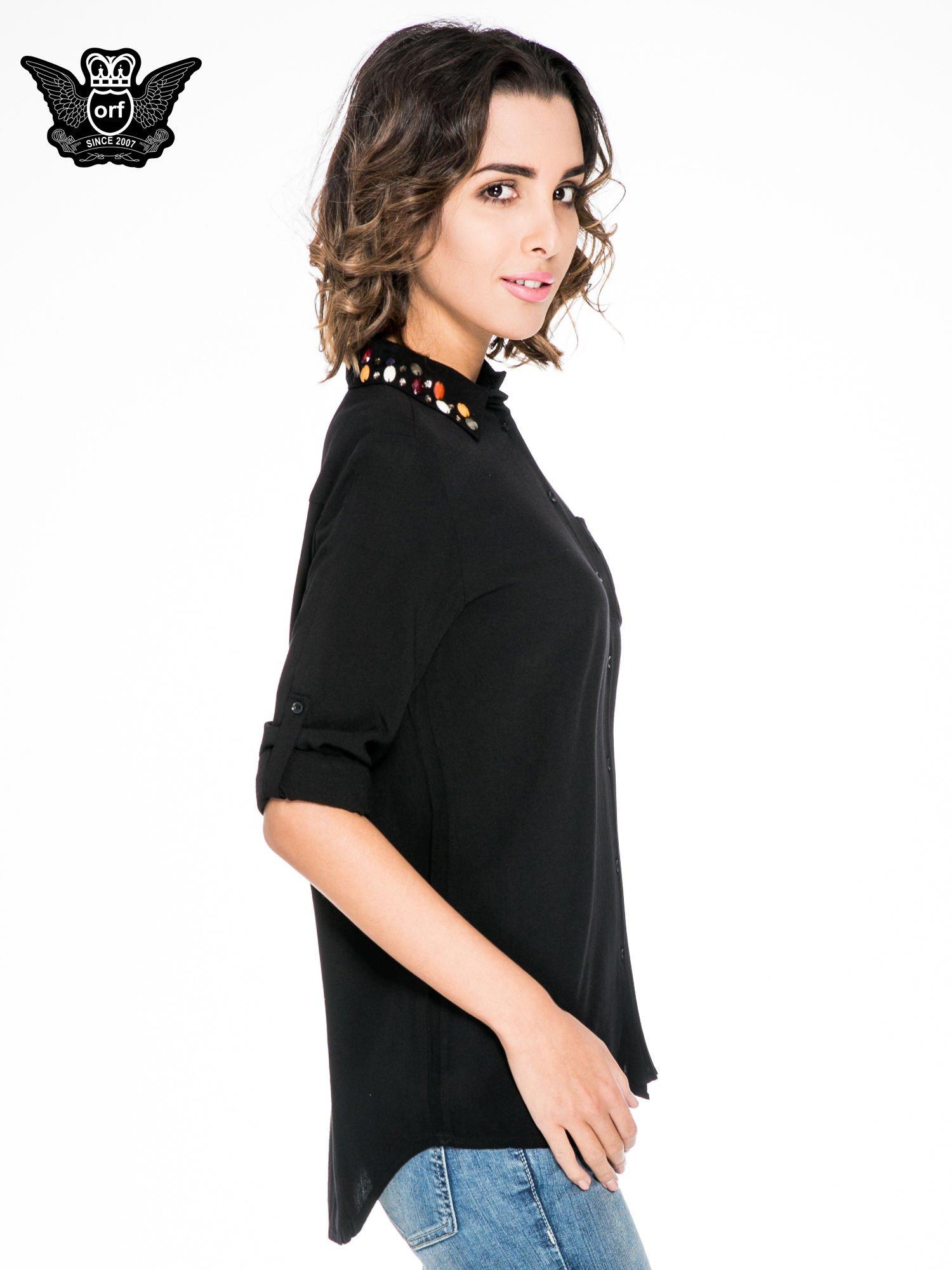 Czarna koszula z kołnierzykiem zdobionym kamieniami                                  zdj.                                  5