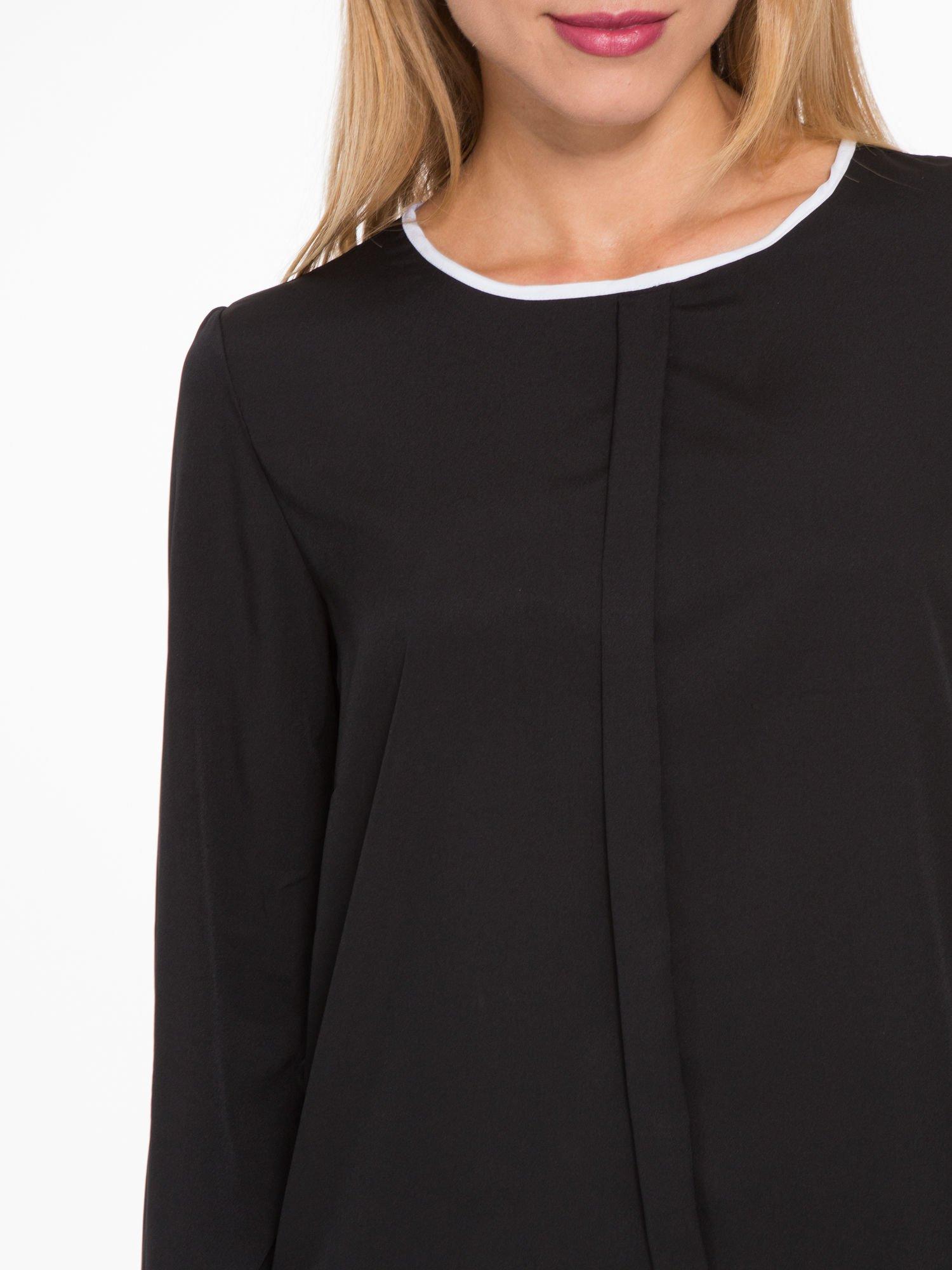 Czarna koszula z kontrastową lamówką przy dekolcie i mankietami                                  zdj.                                  7