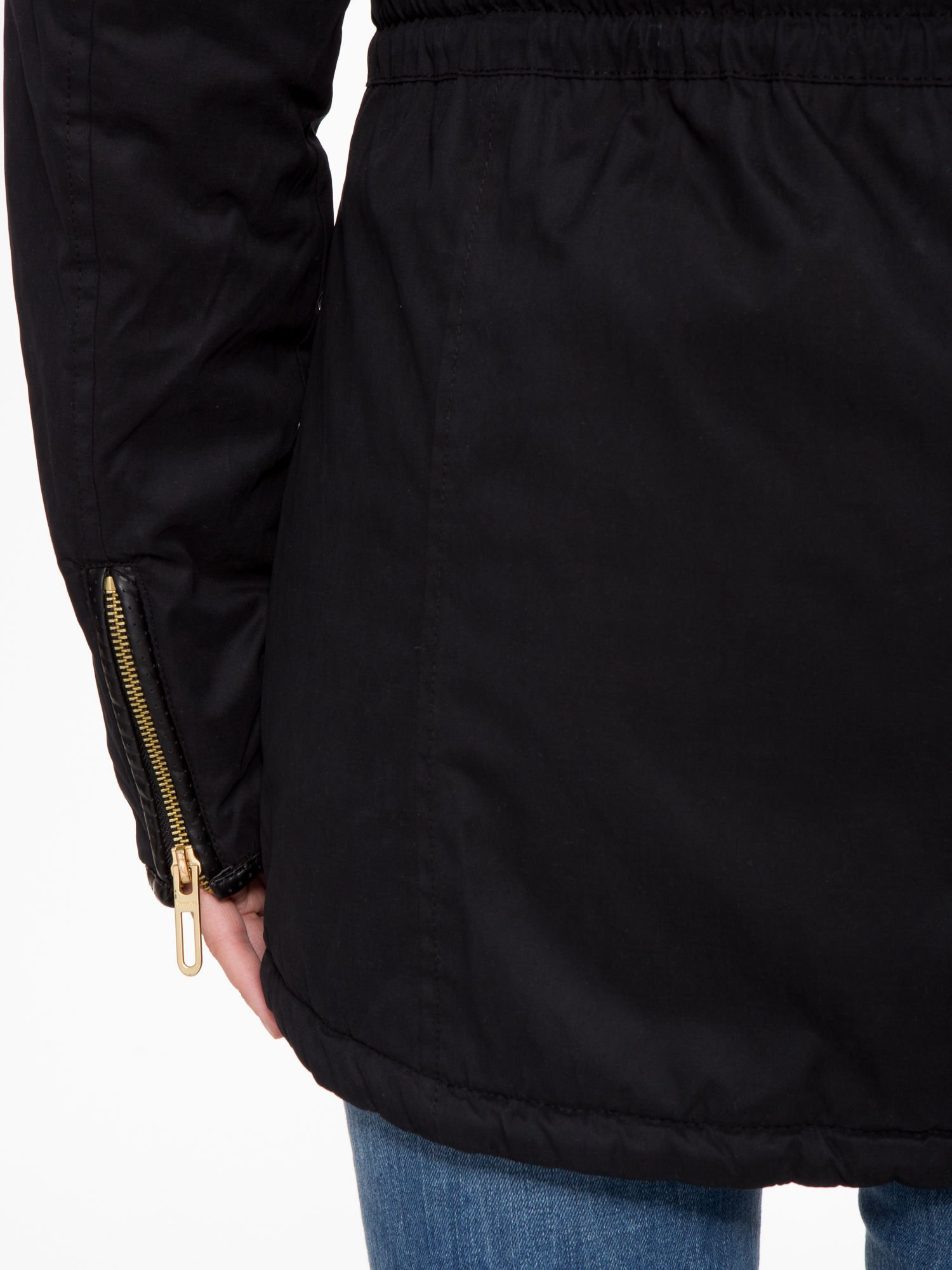 Czarna kurtka z suwakami i skórzanymi wstawkami                                  zdj.                                  9