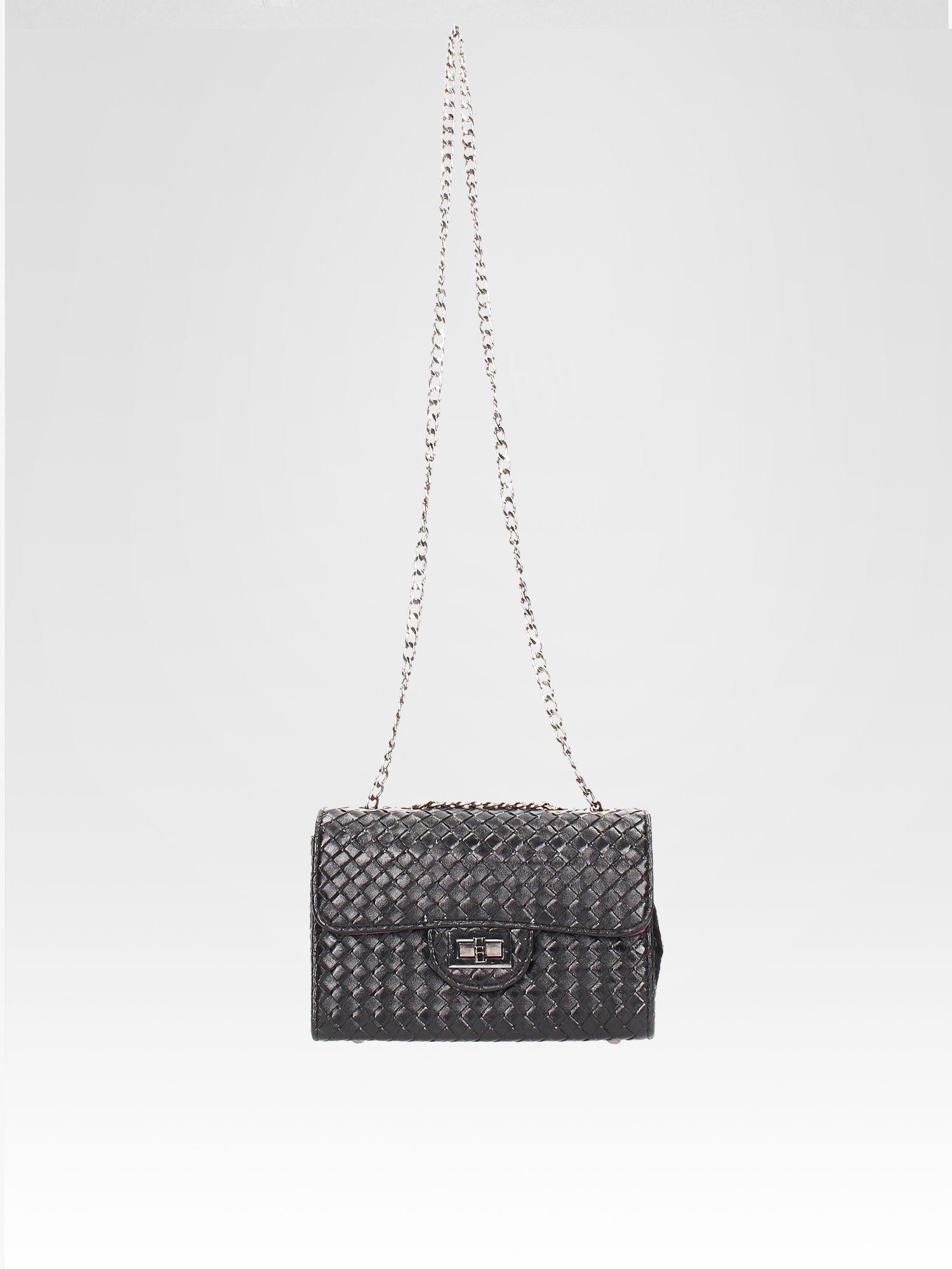 Czarna mała pleciona torebka na łańcuszku                                  zdj.                                  5