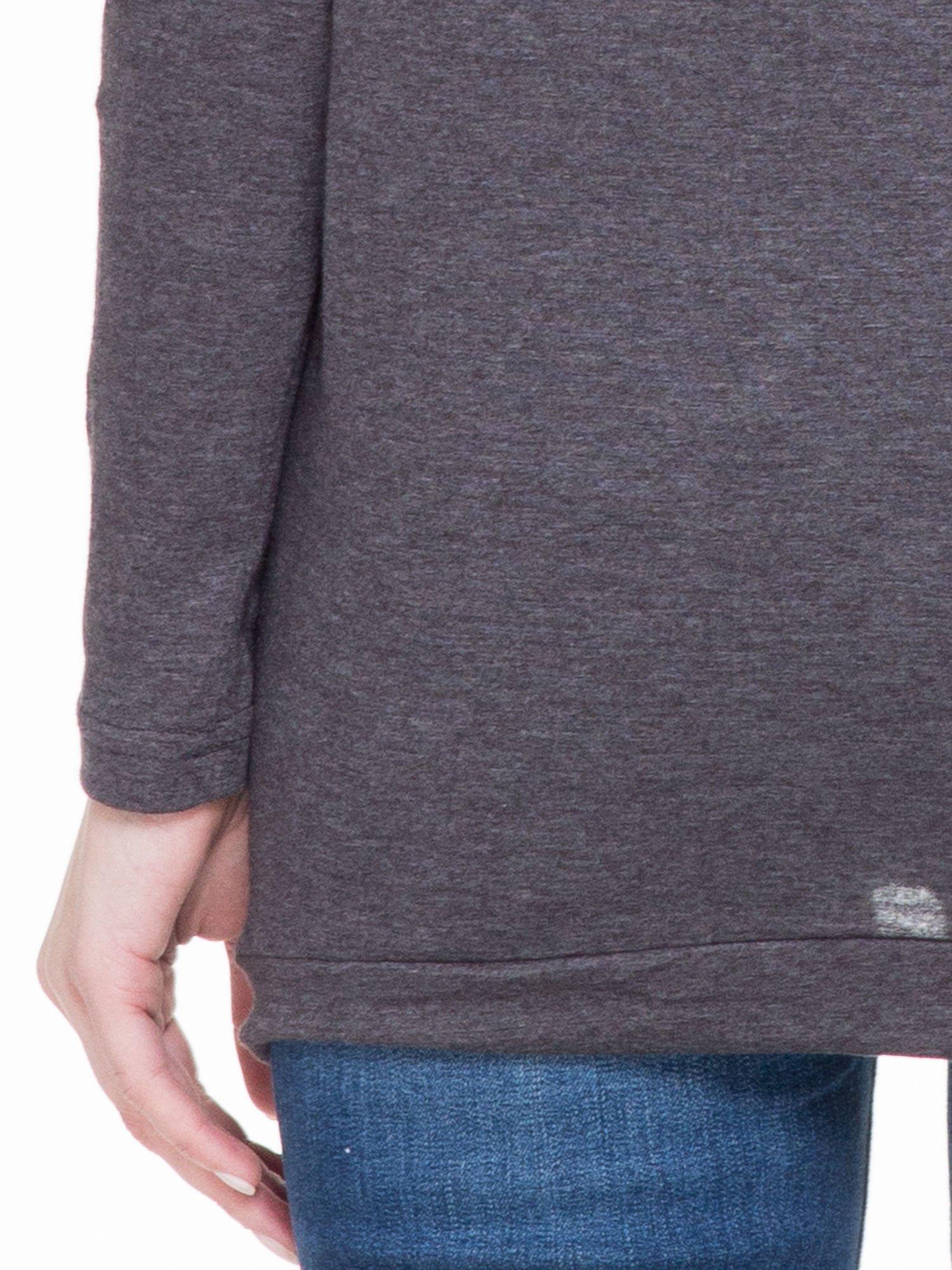 Czarna melanżowa bluzka dresowa z kołnierzokapturem i ściągaczem na dole                                  zdj.                                  6