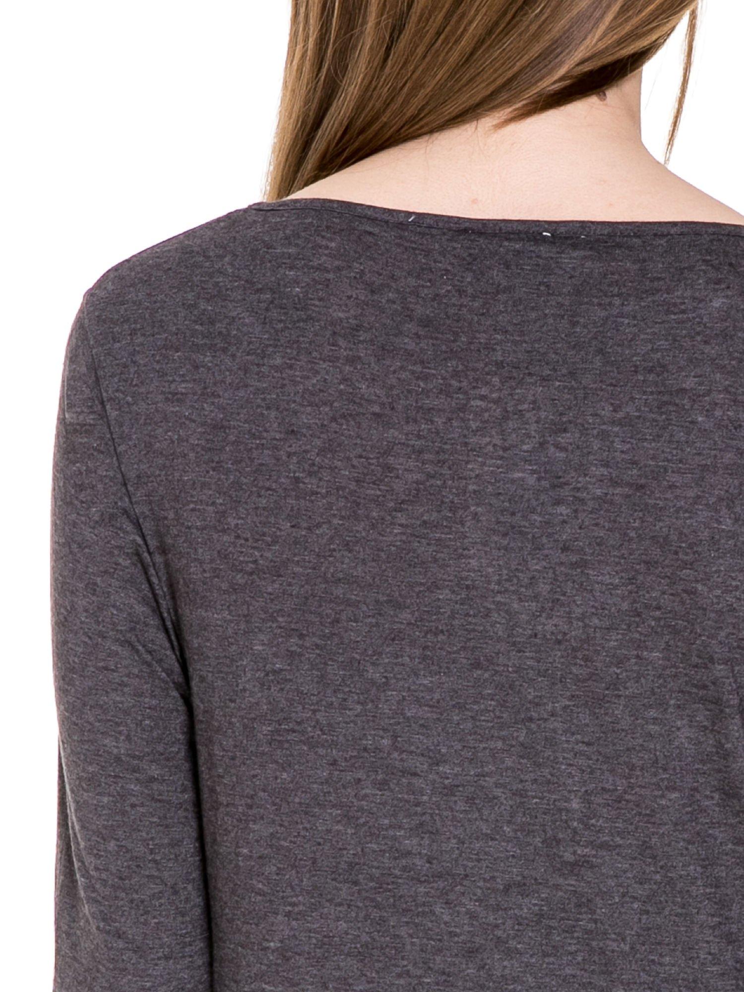 Czarna melanżowa bluzka z dłuższym tyłem                                  zdj.                                  7